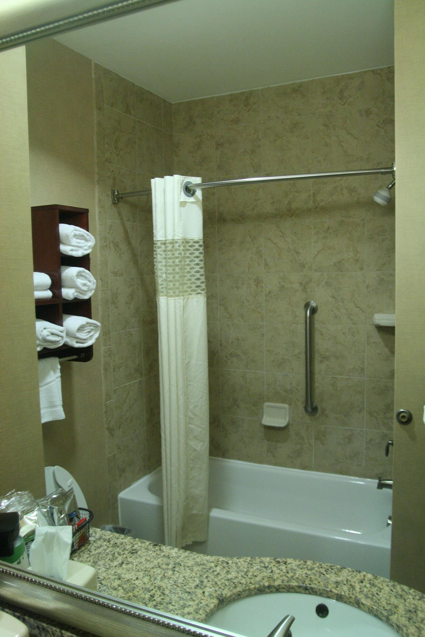 Two Queens - Bathroom