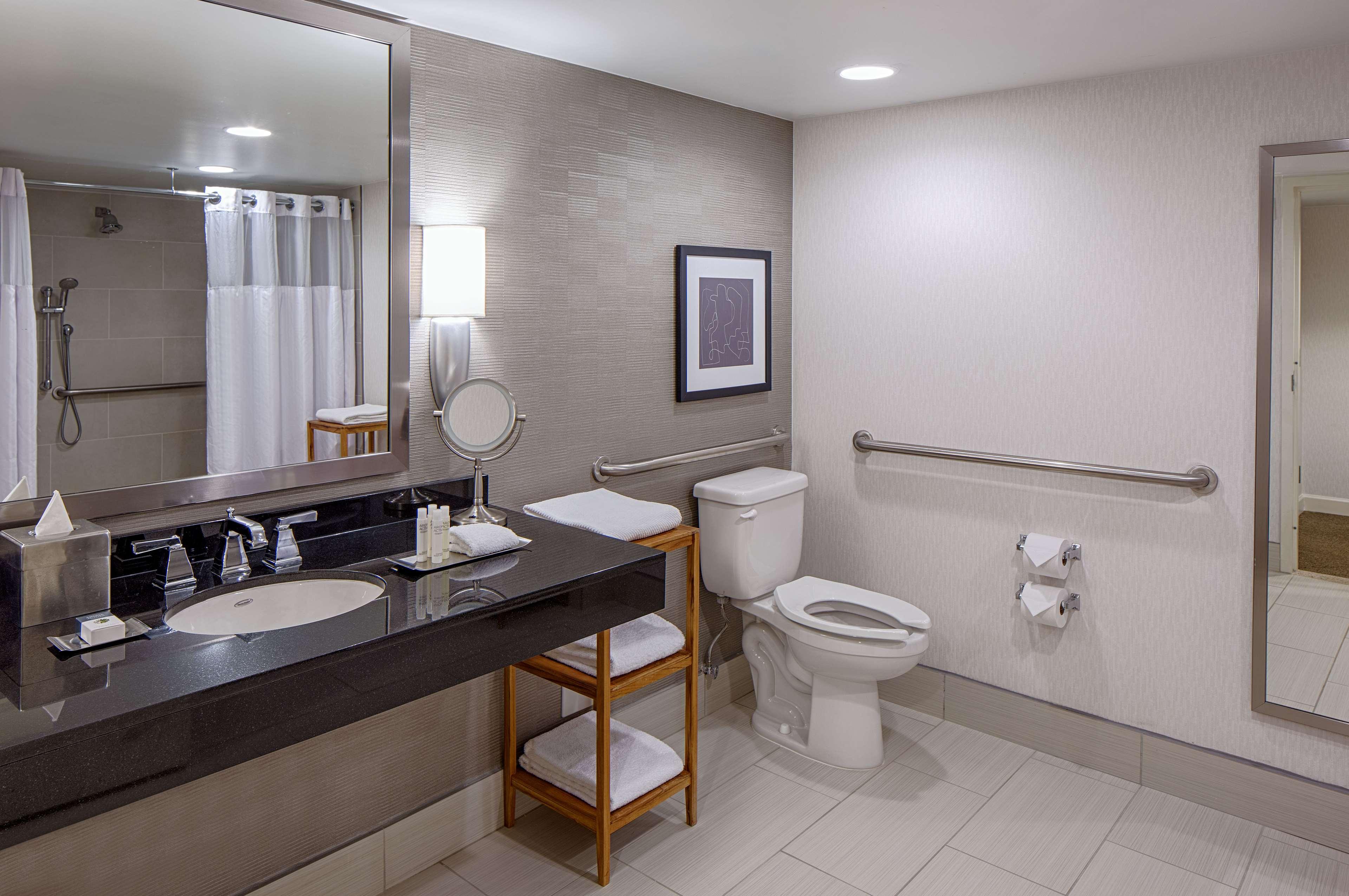 DoubleTree by Hilton Hotel Houston - Greenway Plaza image 20
