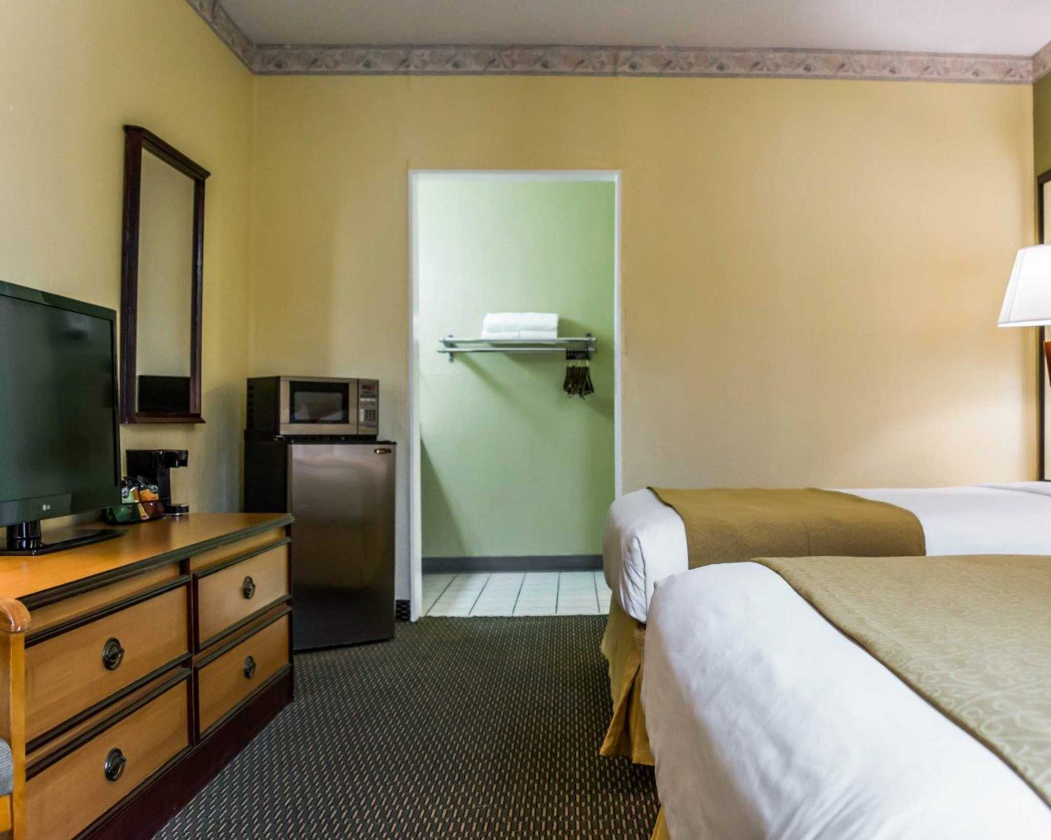 Quality Inn Airport - Cruise Port image 17
