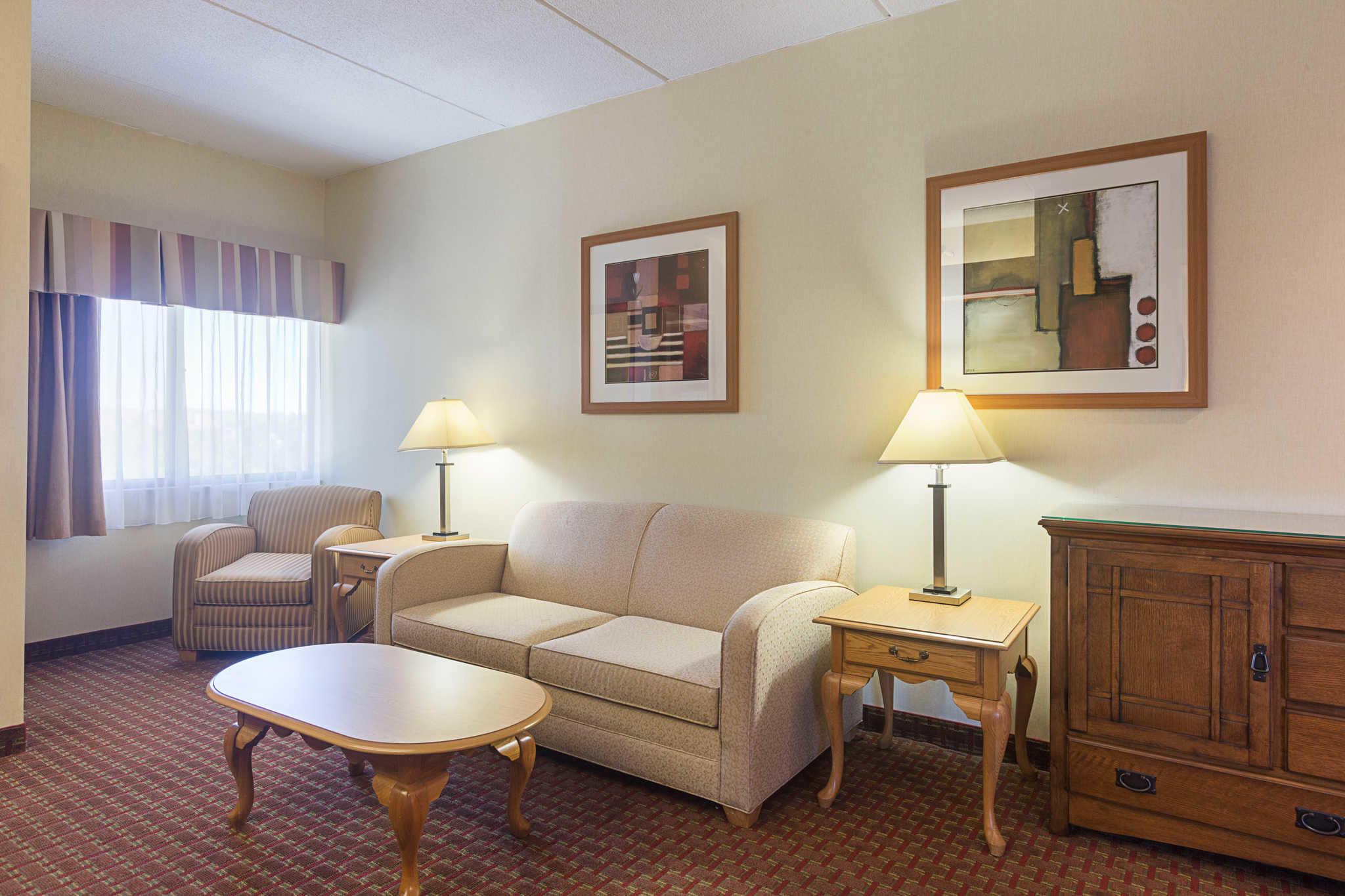 Quality Suites image 29