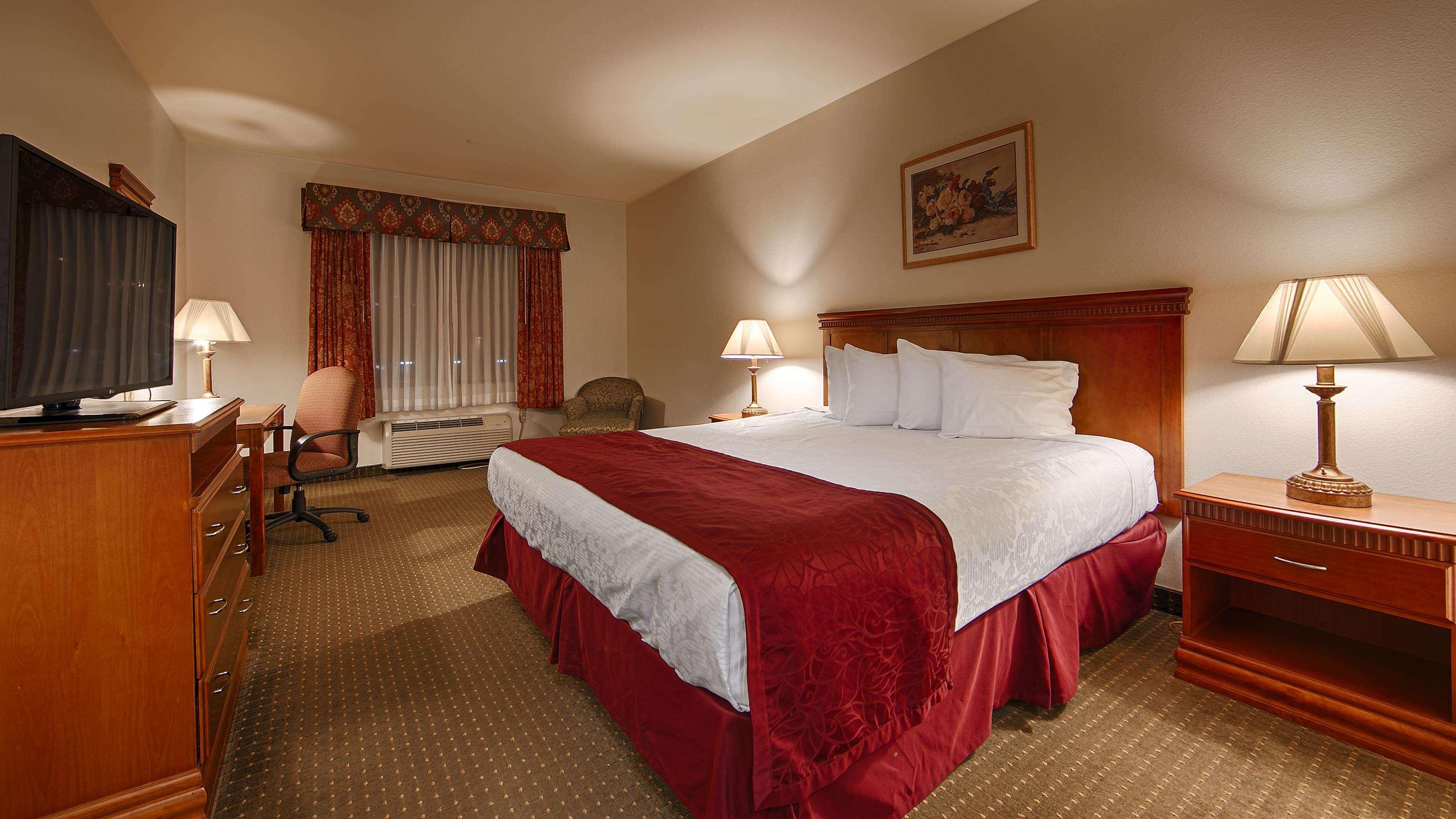 Best Western Plus Lake Elsinore Inn & Suites image 5
