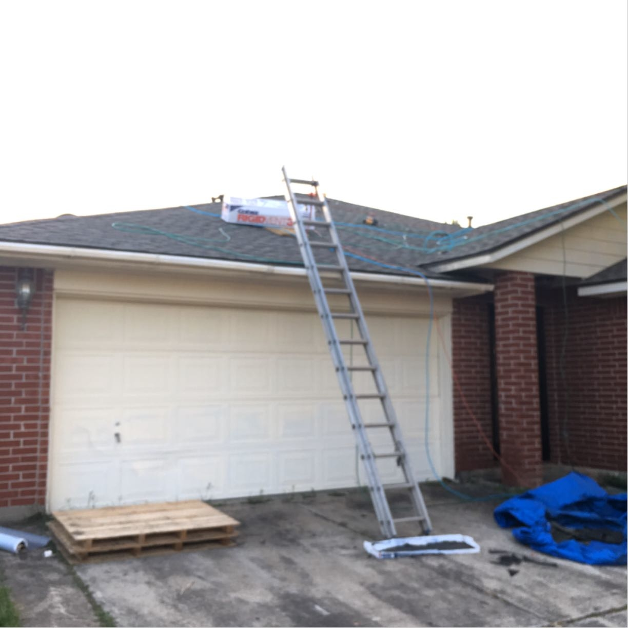 Houston Roofing & Construction image 1