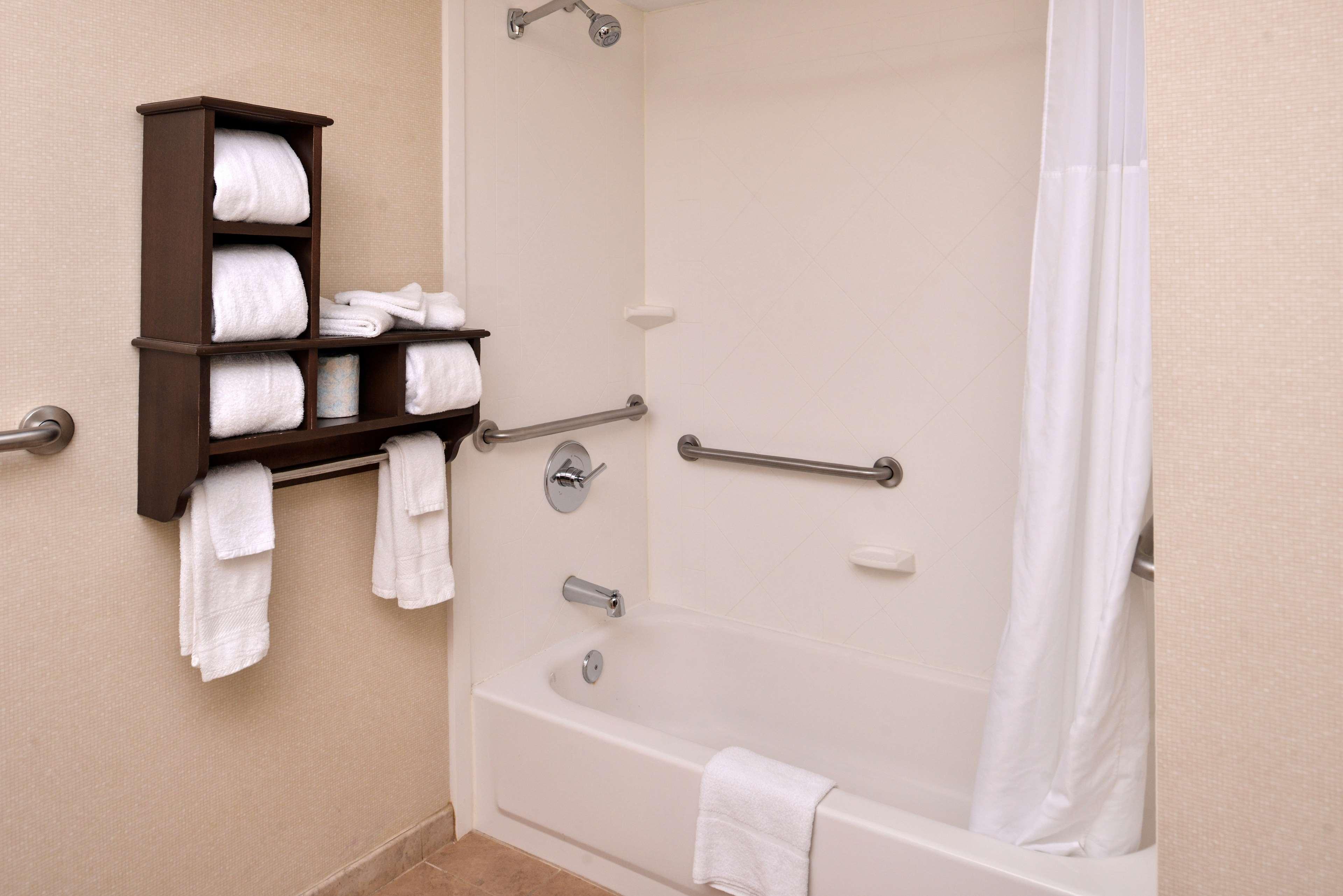 Hampton Inn & Suites Newport News (Oyster Point) image 15