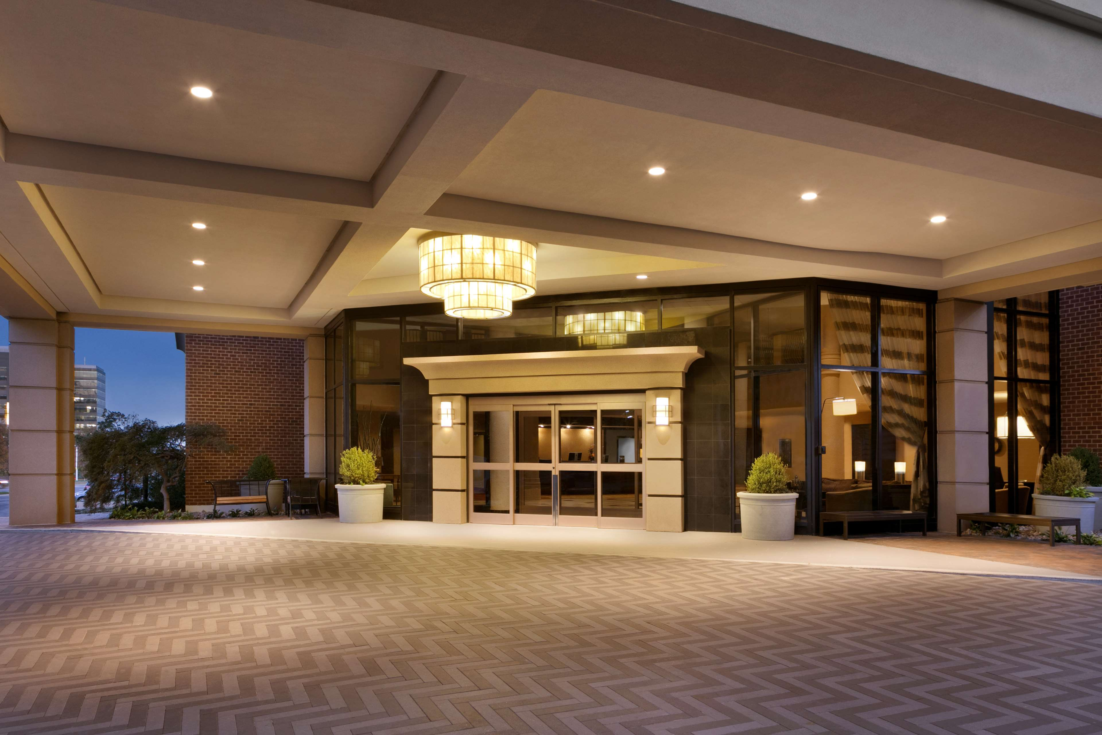 DoubleTree by Hilton McLean Tysons image 2