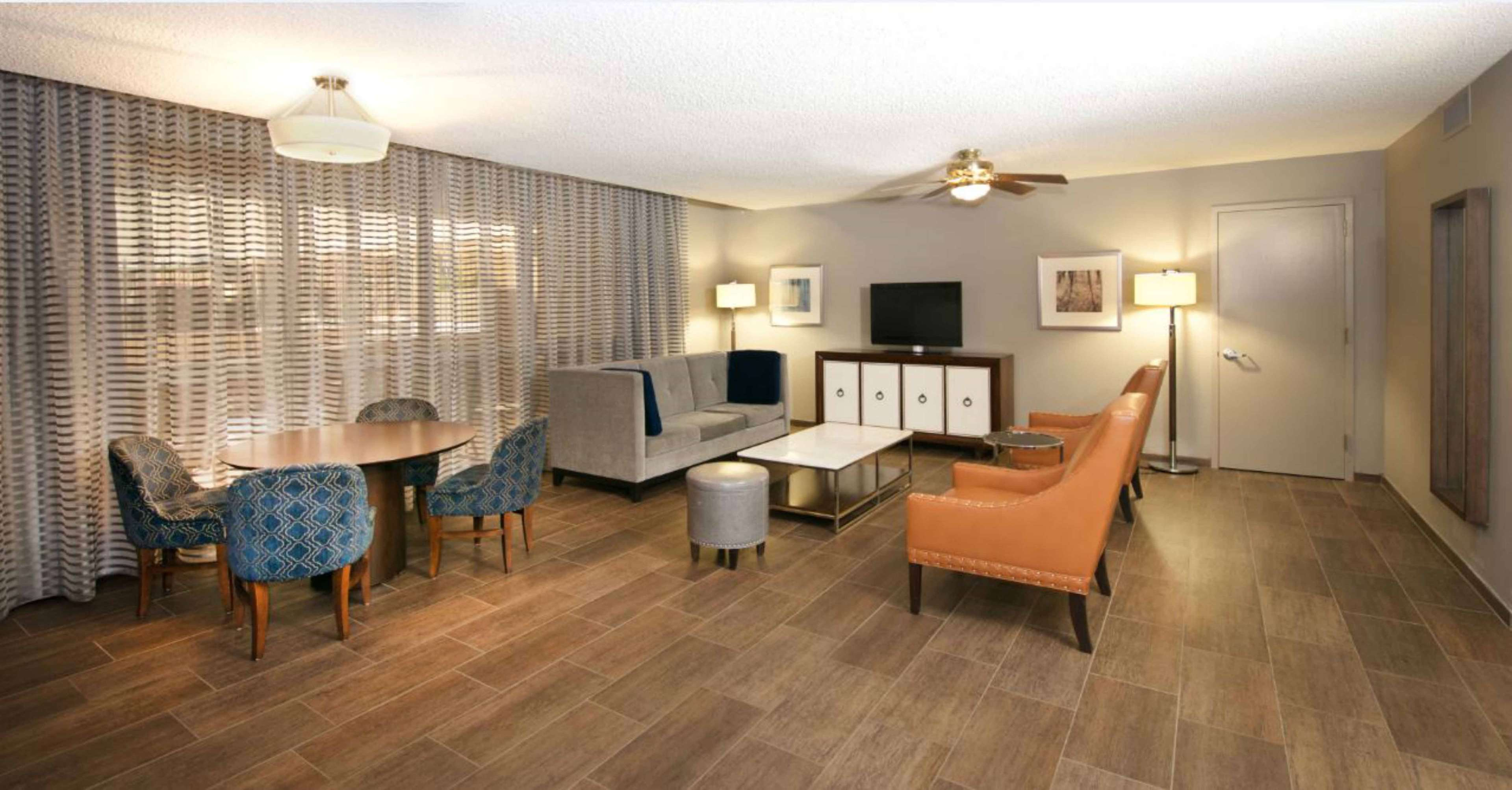 DoubleTree by Hilton Hotel Bloomington - Minneapolis South image 0