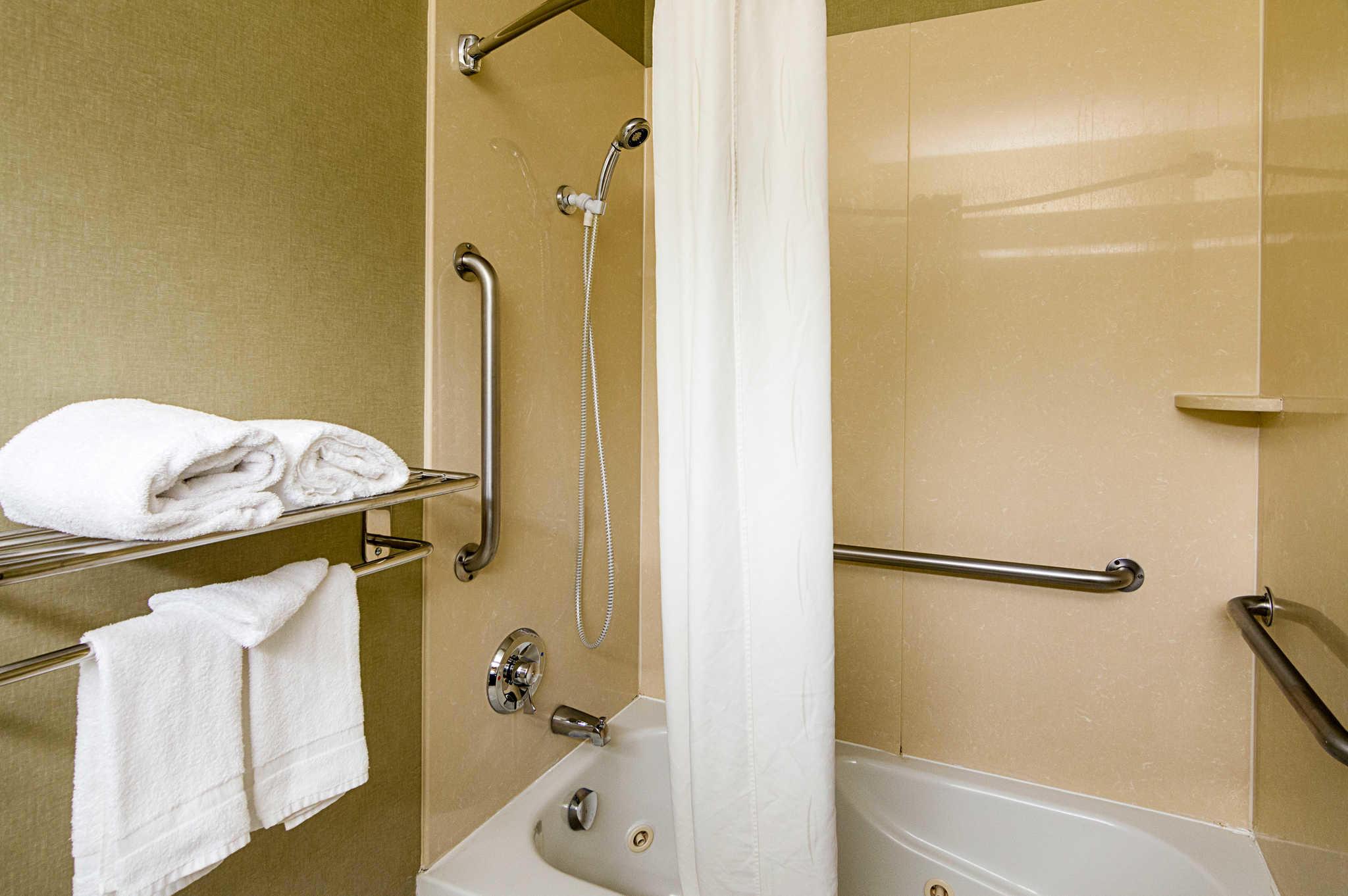Quality Suites Sherman image 14