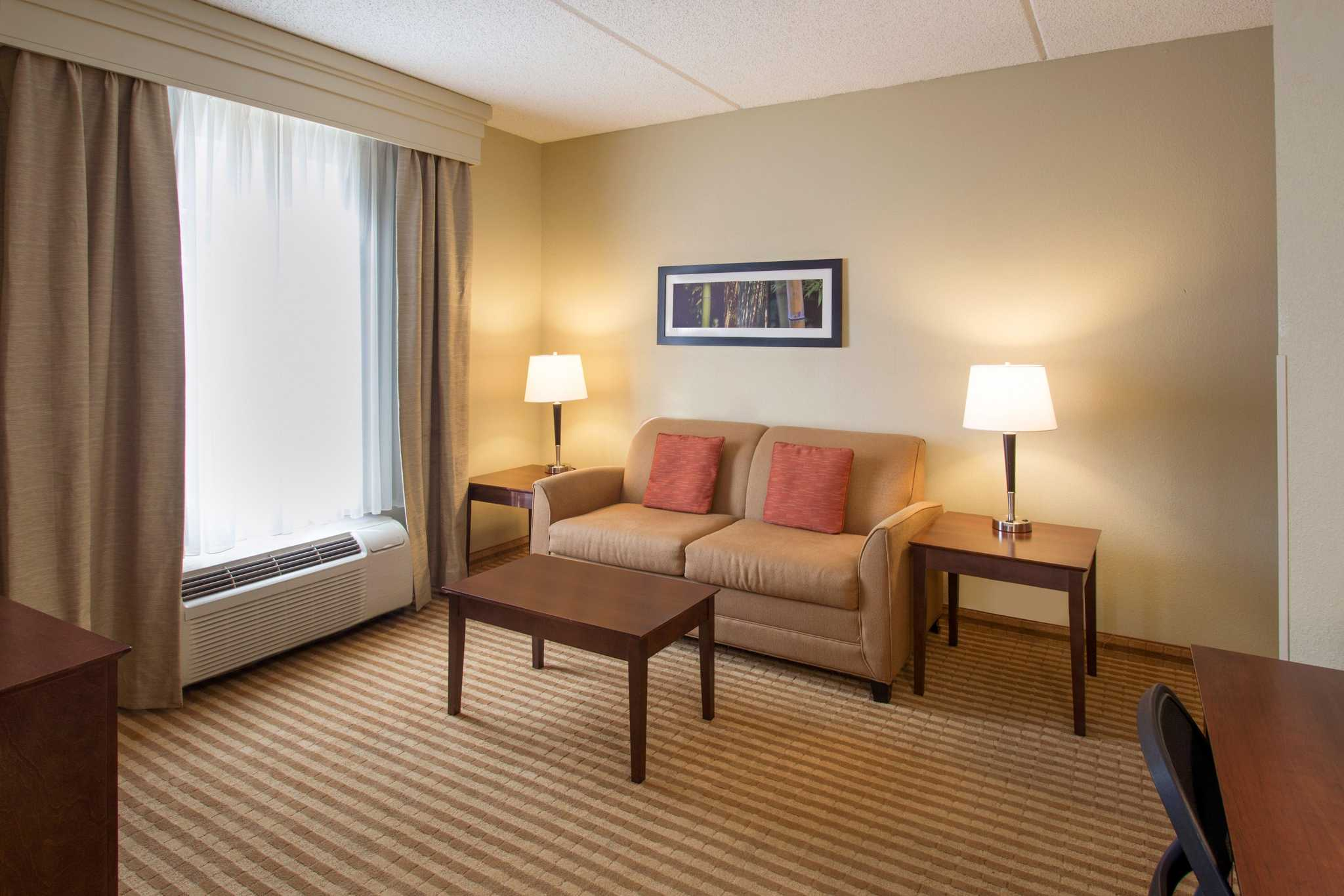 Comfort Suites Near Universal Orlando Resort image 16
