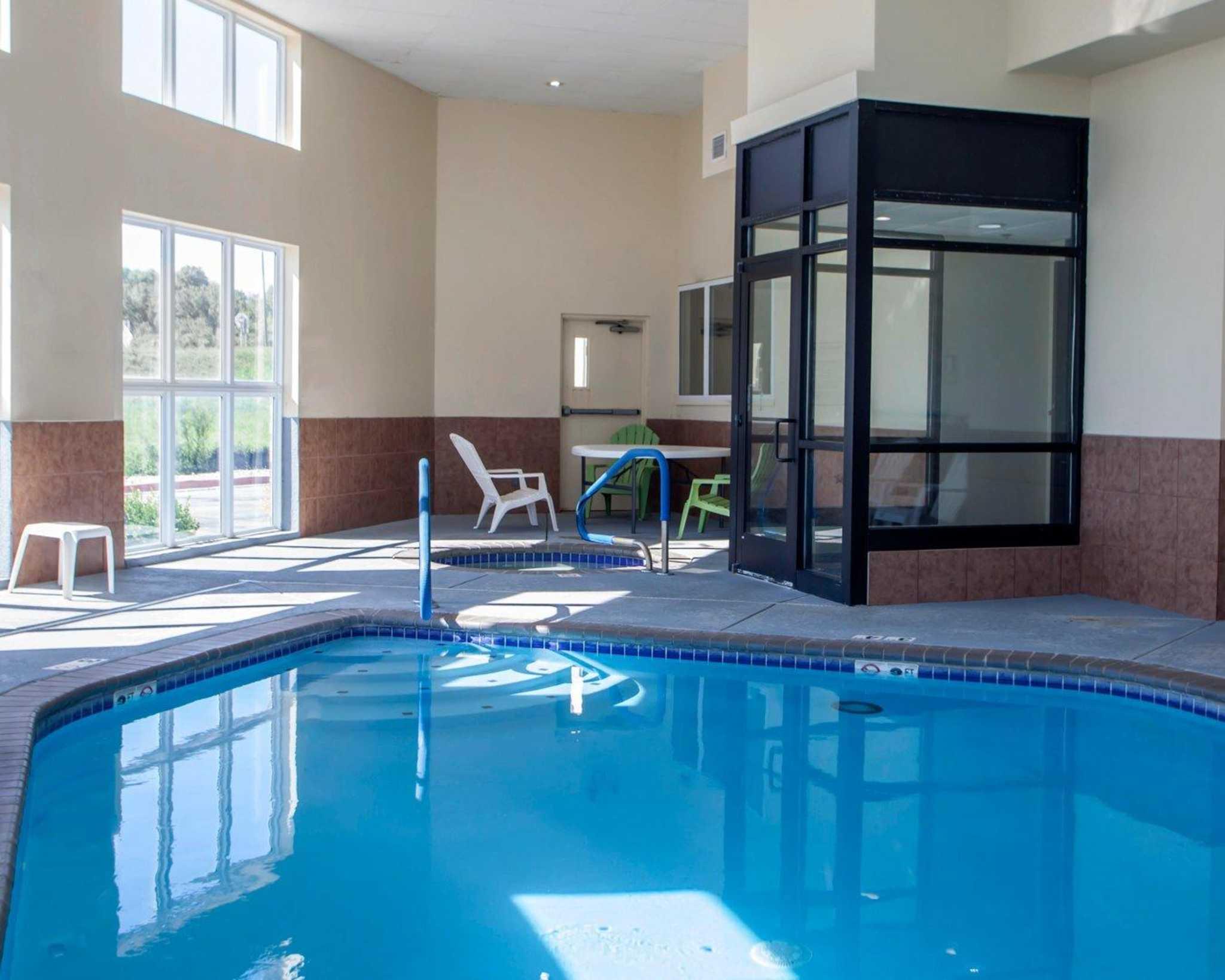 Comfort Inn & Suites image 20