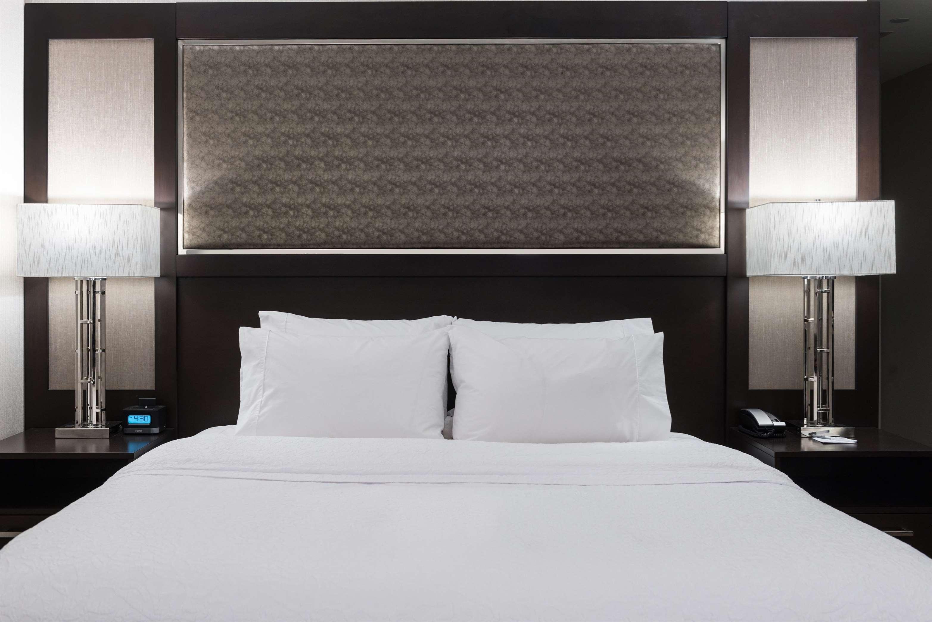 Hampton Inn & Suites Worcester image 5