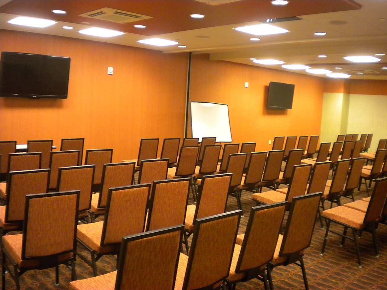 Hampton Inn & Suites Cincinnati/Uptown-University Area image 14