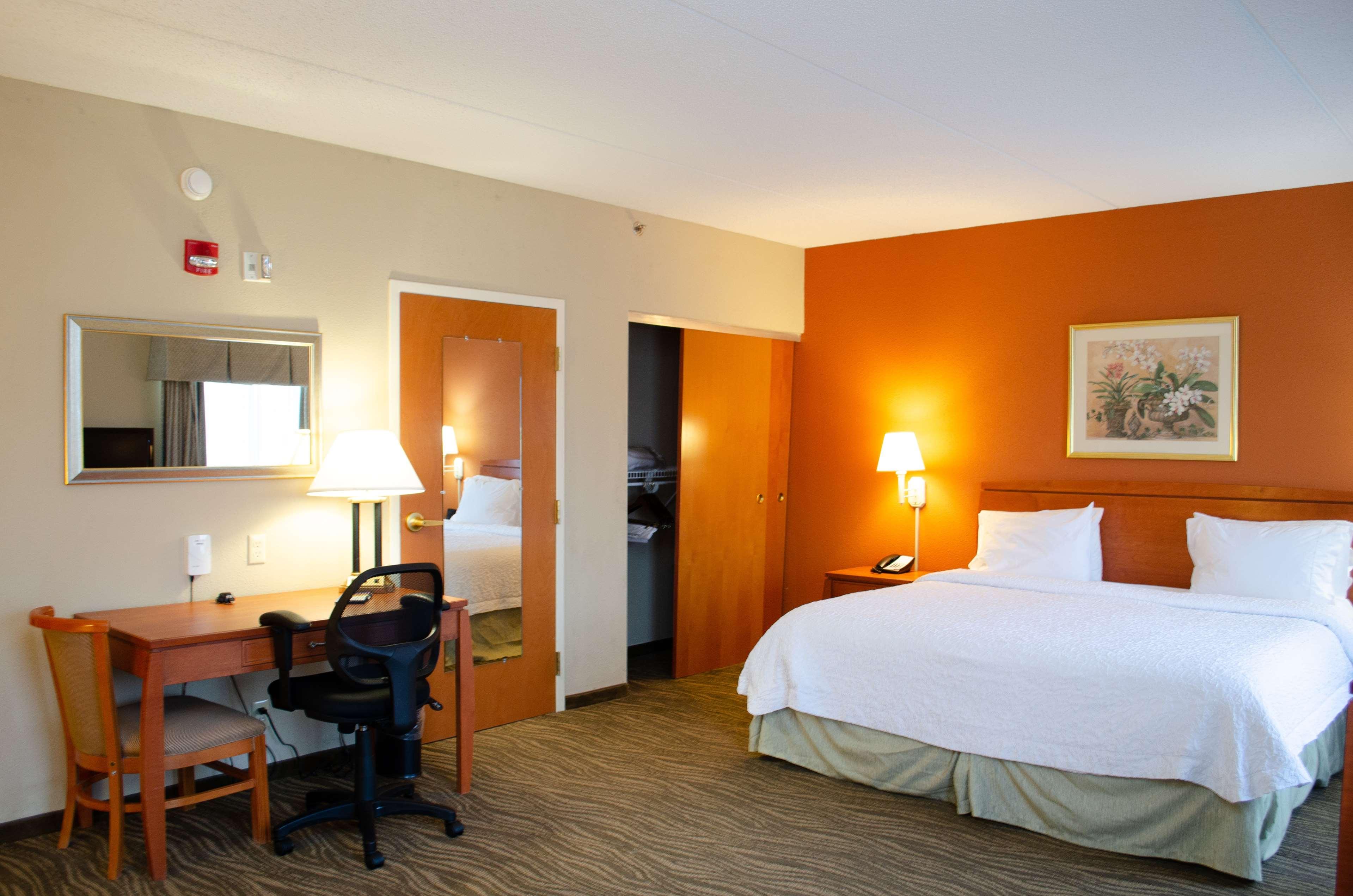 Hampton Inn & Suites Augusta West image 17