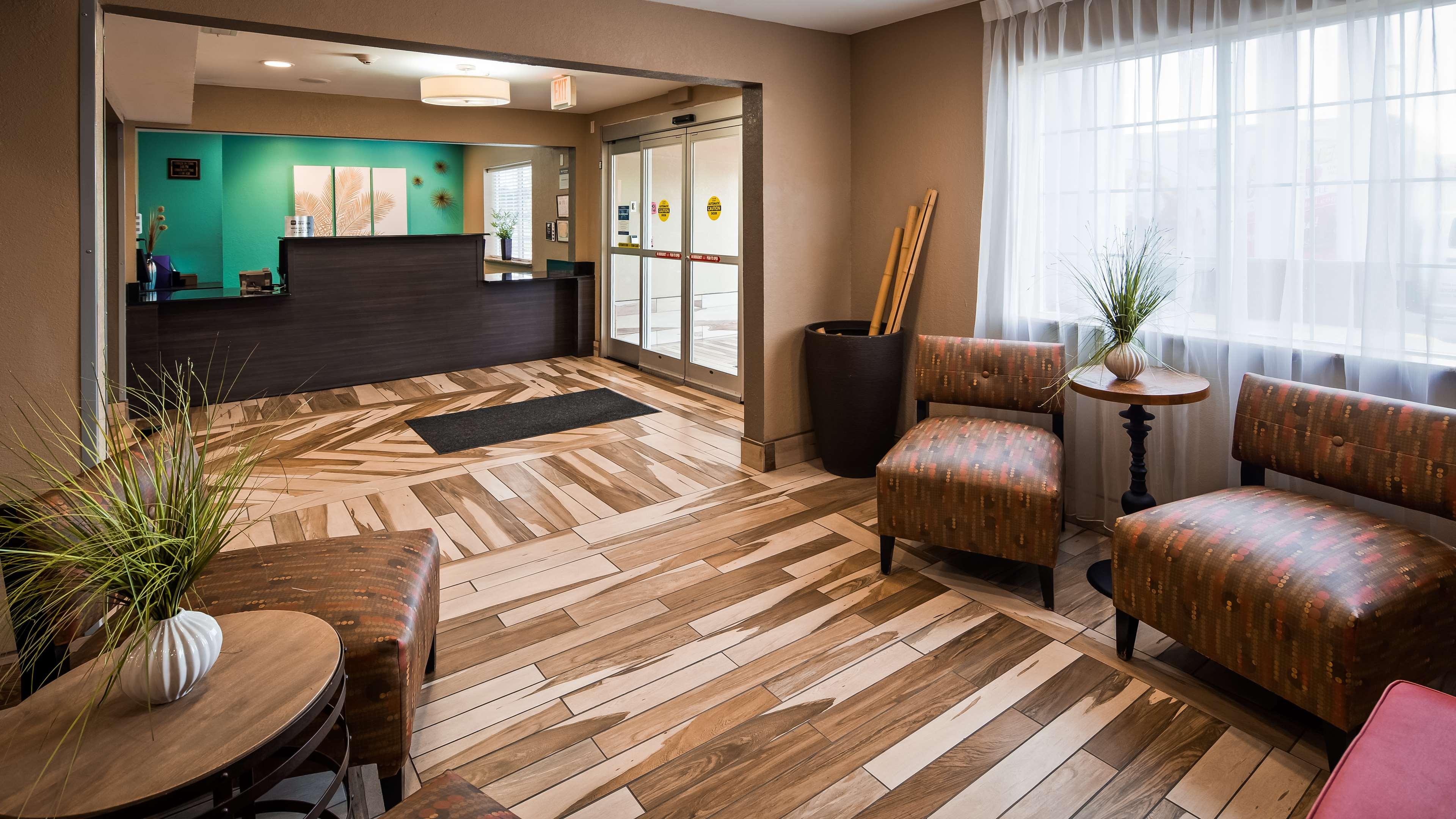 Best Western Plus Elizabeth City Inn & Suites image 3