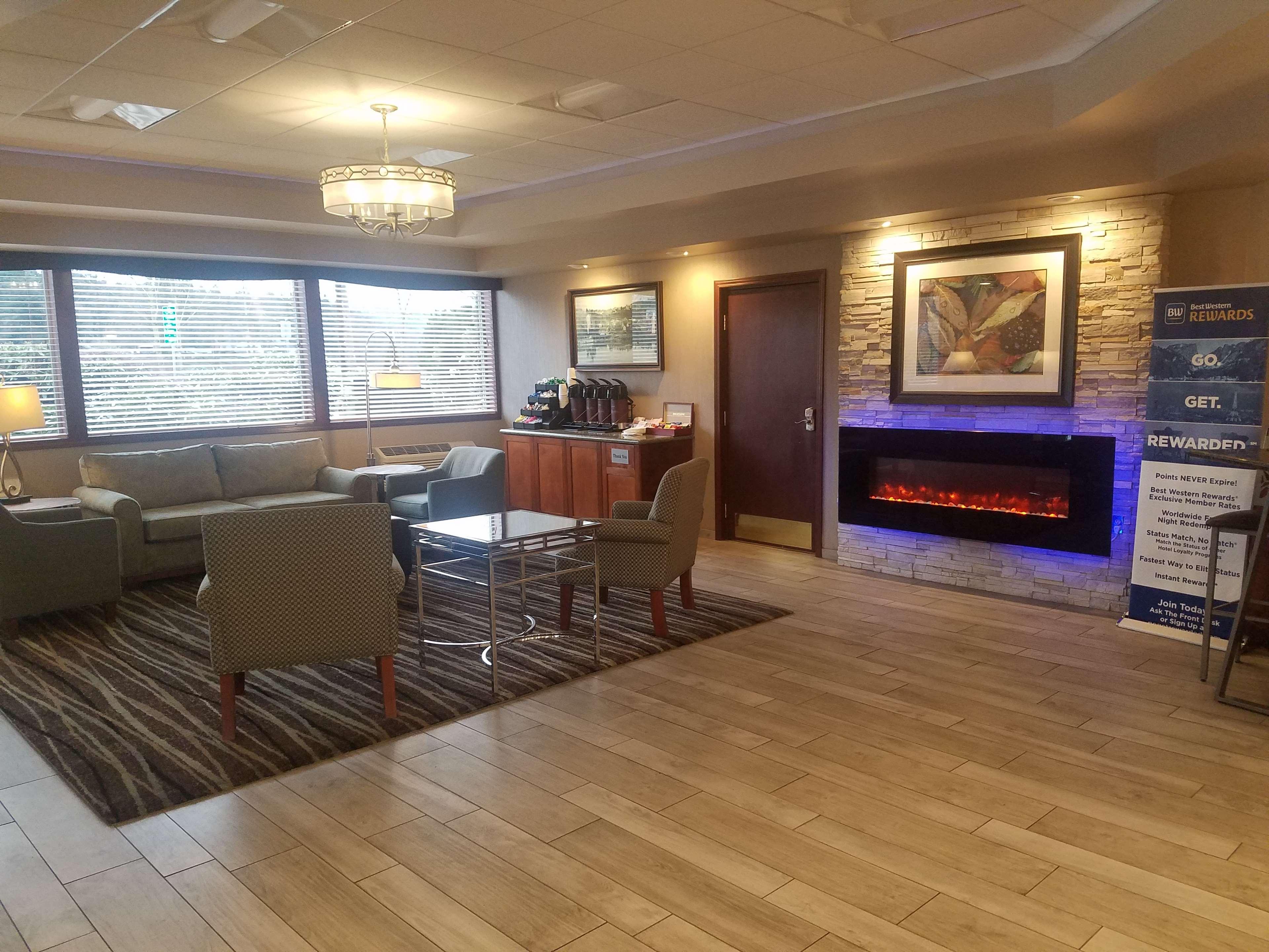 Best Western Plus Rivershore Hotel image 7