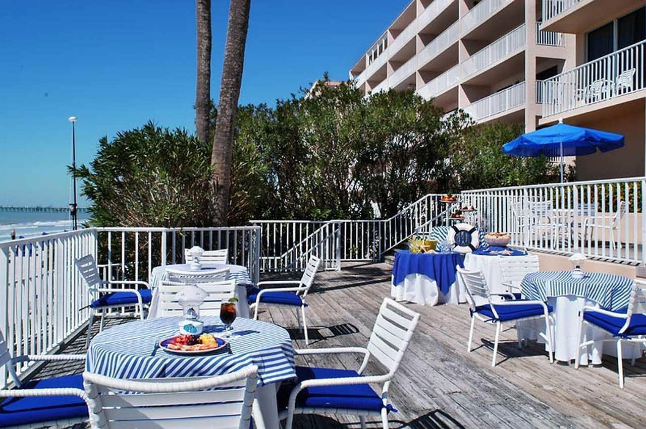 DoubleTree Beach Resort by Hilton Hotel Tampa Bay - North Redington Beach image 1