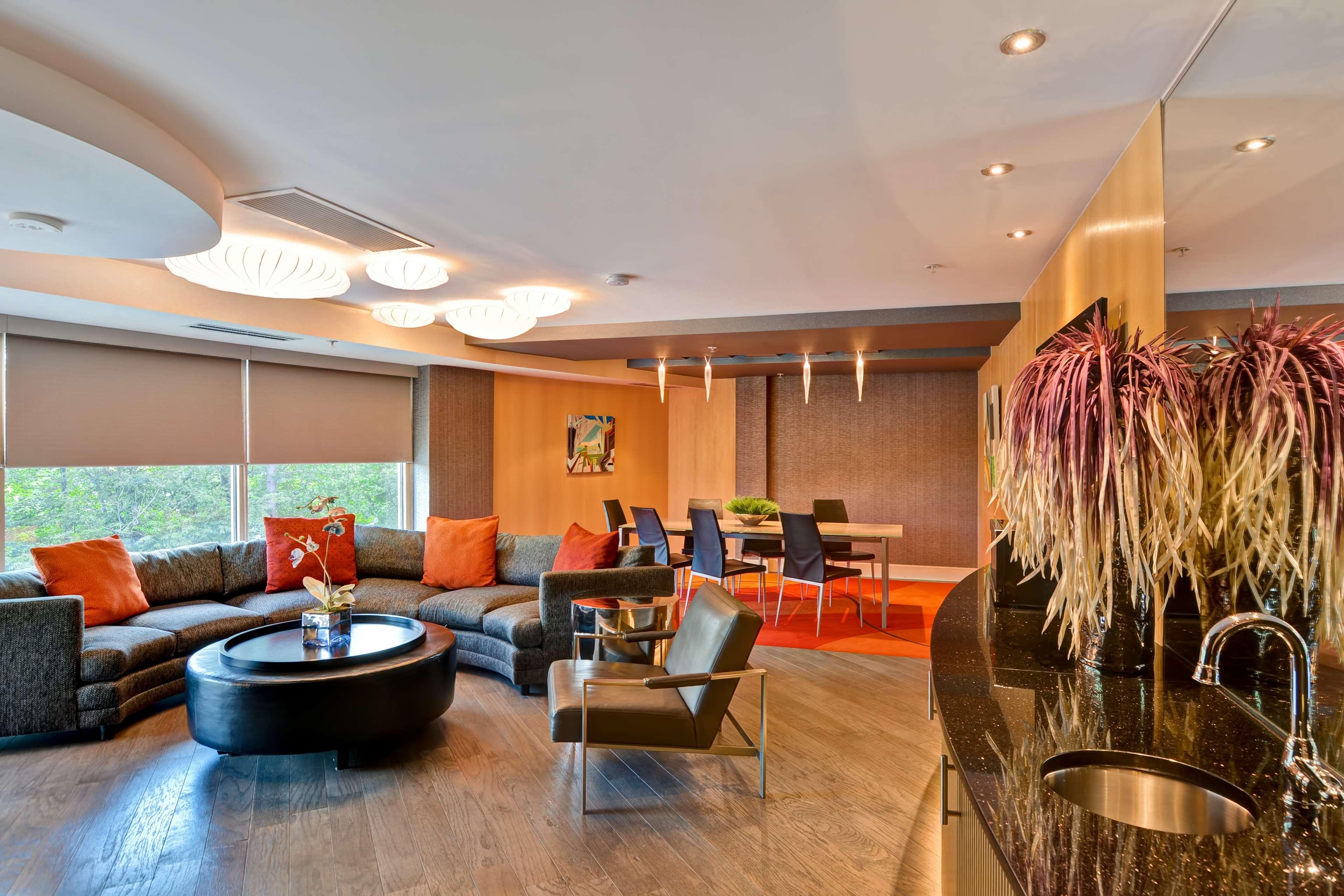 Hampton Inn & Suites Raleigh/Crabtree Valley image 34