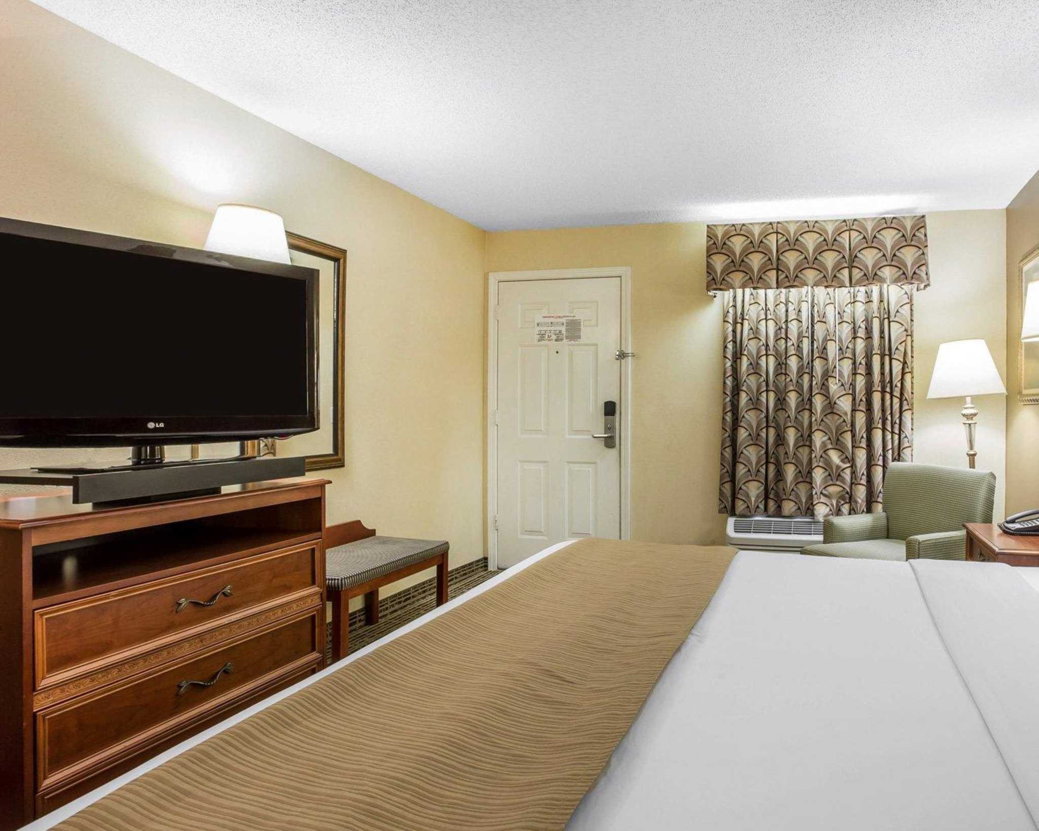 Quality Inn image 12