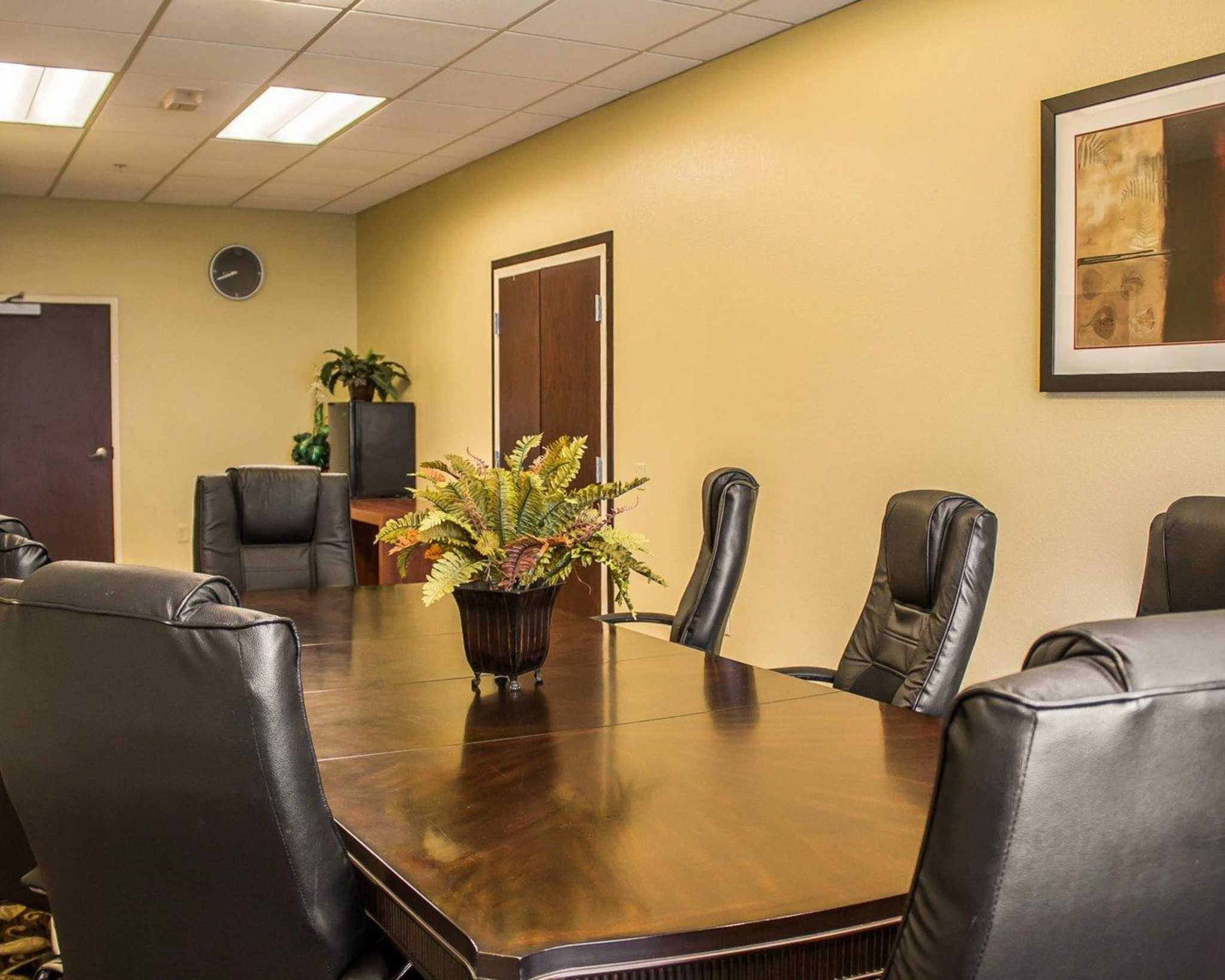 Comfort Suites East Broad at 270 image 43