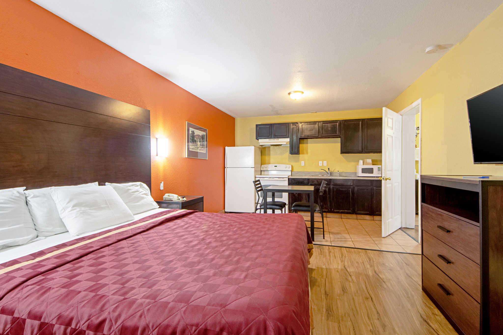 Rodeway Inn & Suites image 33