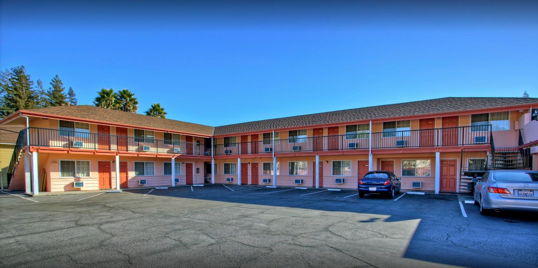 National 9 Motel Santa Cruz image 1
