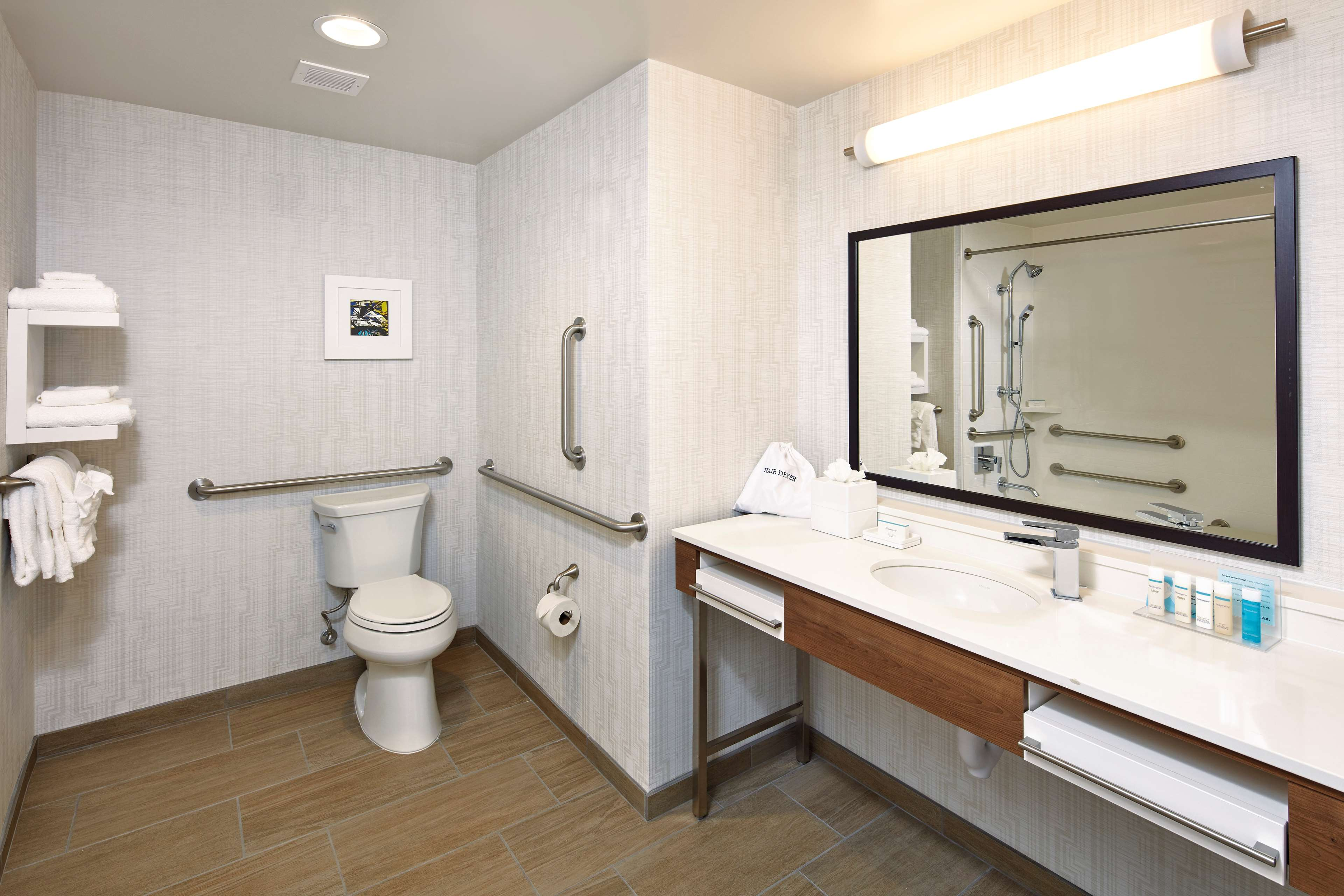 Hampton Inn & Suites Sacramento at CSUS image 19