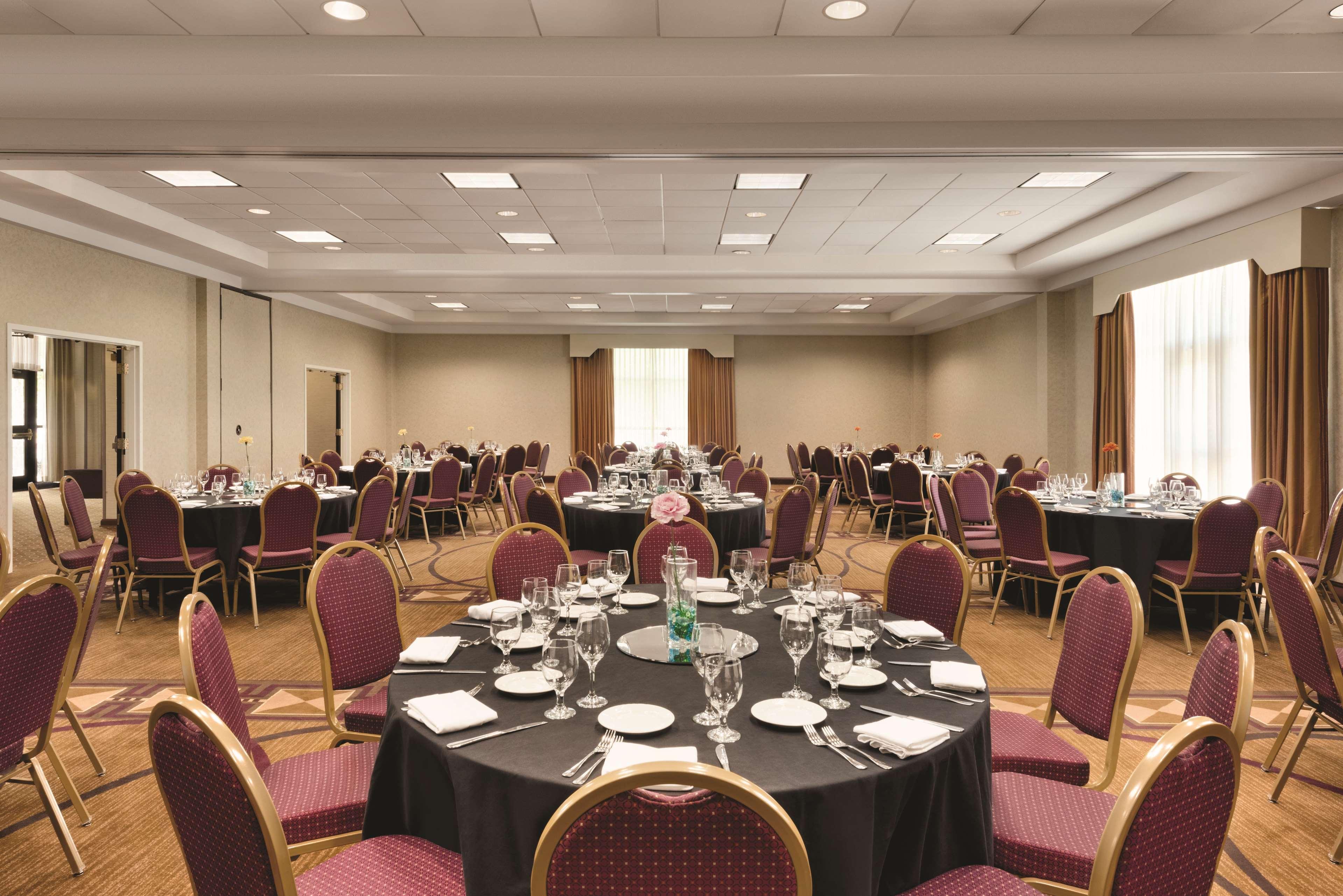 DoubleTree by Hilton Hotel Milwaukee - Brookfield image 22