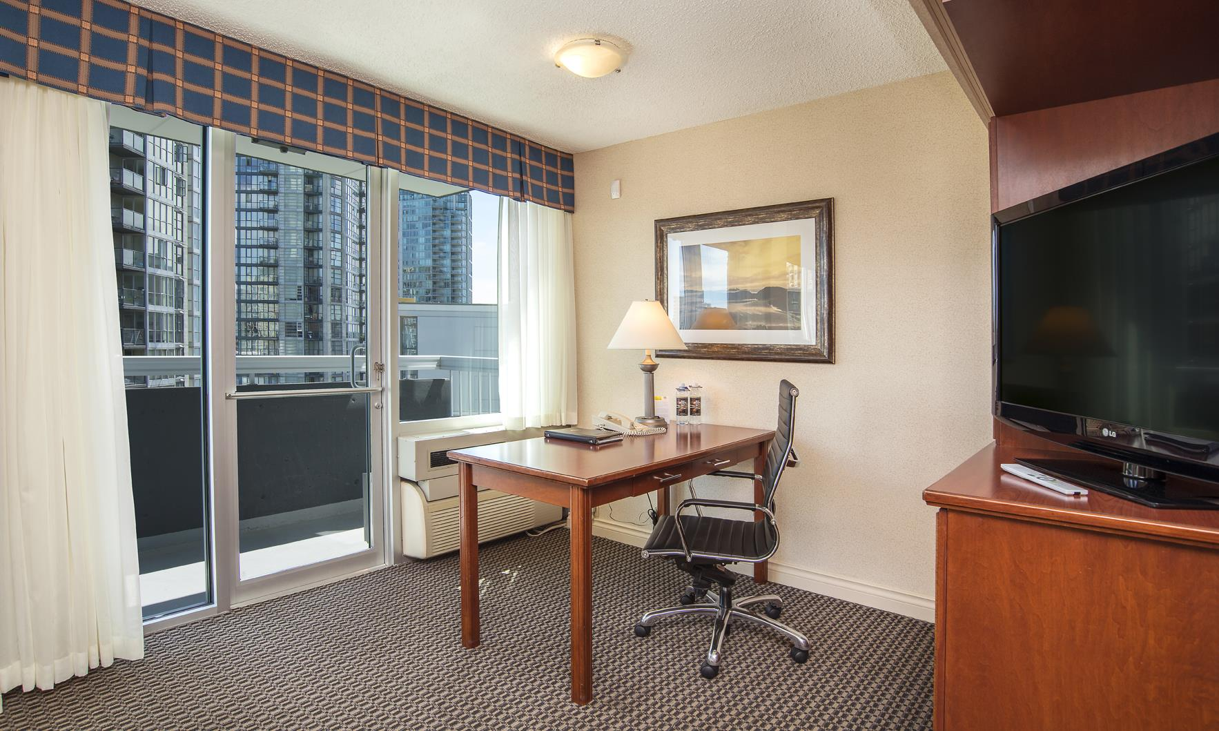 Best Western Plus Chateau Granville Hotel & Suites & Conference Ctr. in Vancouver: Two Double Bed Suite