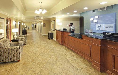 Holiday Inn Express & Suites Pine Bluff/Pines Mall image 2
