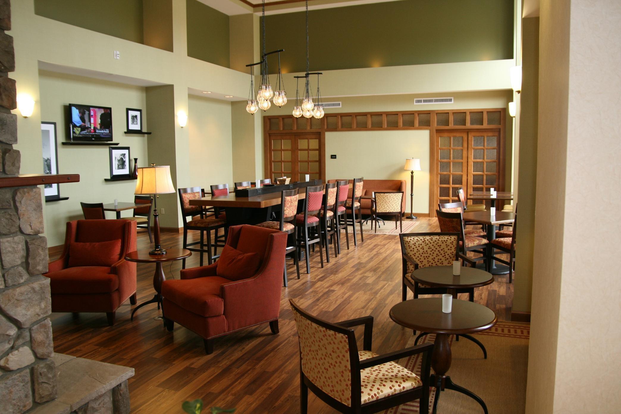 Hampton Inn & Suites Warren image 0