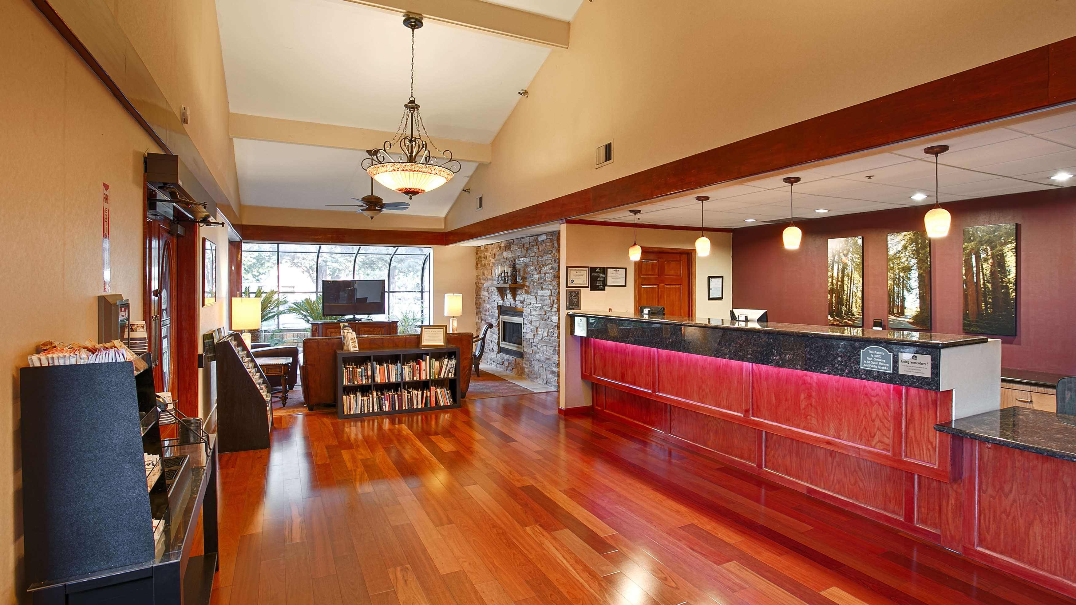 Best Western Plus Forest Park Inn image 6