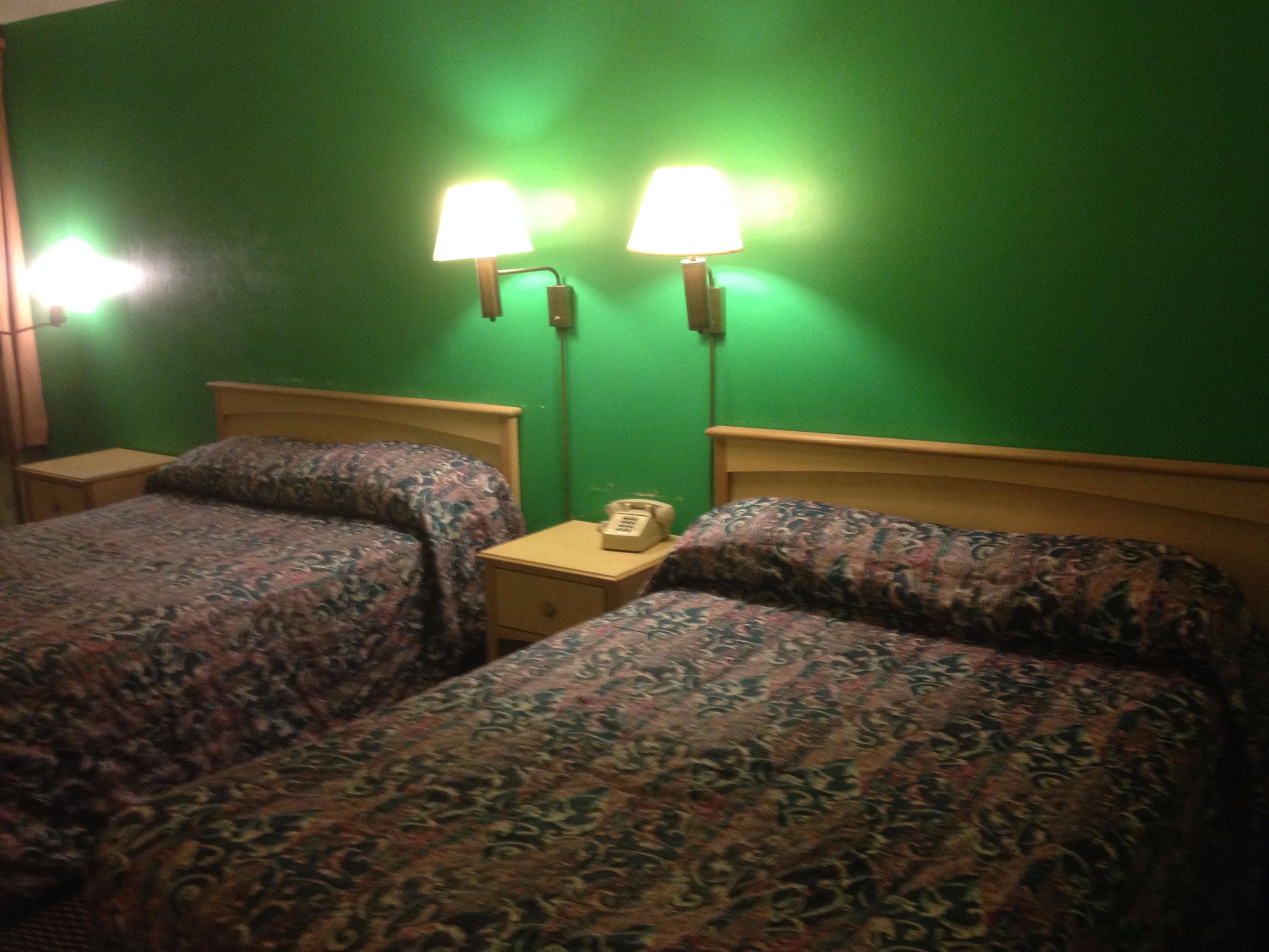 Red Carpet Inn & Suites image 8