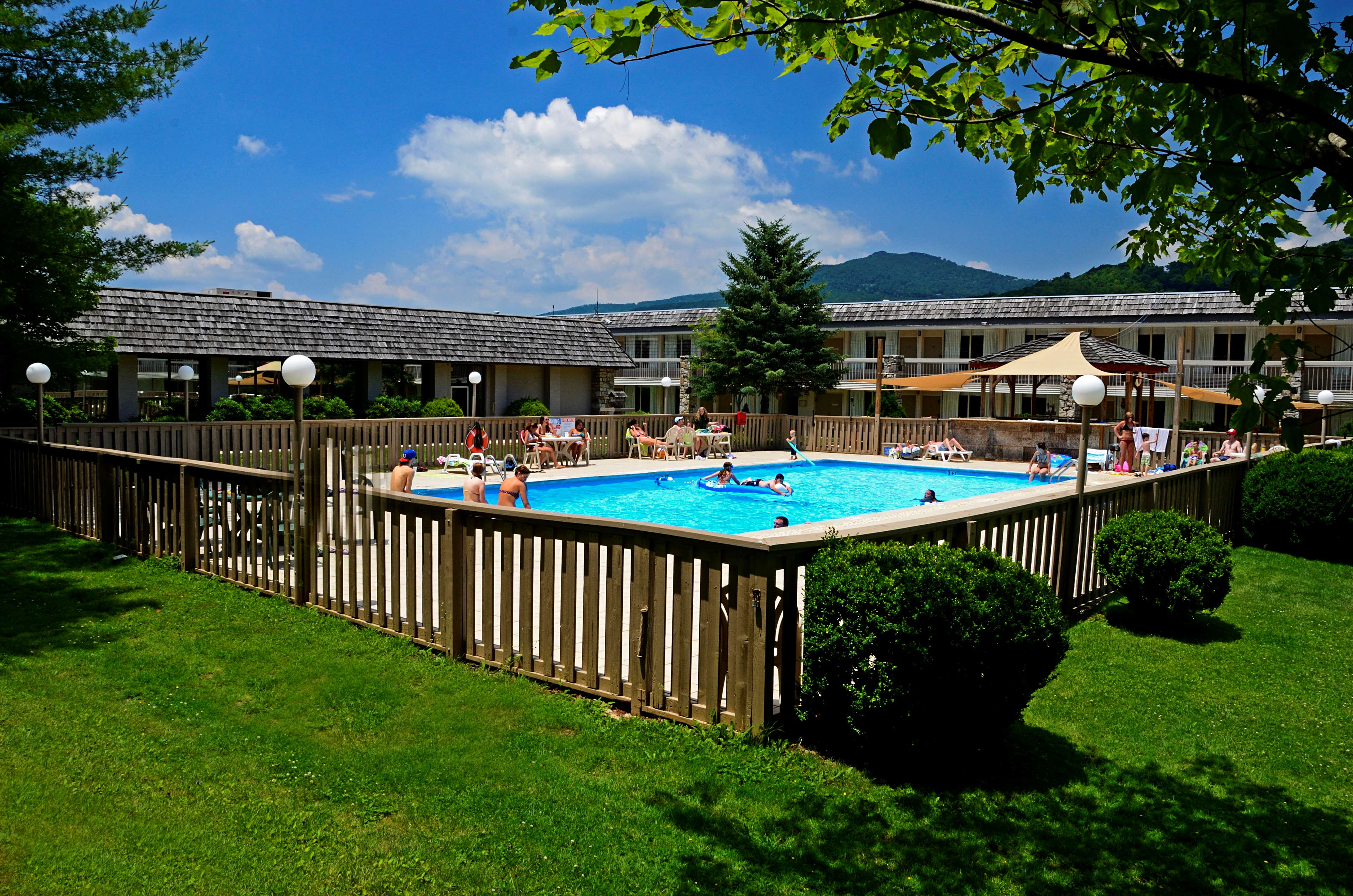 Best Western Mountain Lodge at Banner Elk image 0