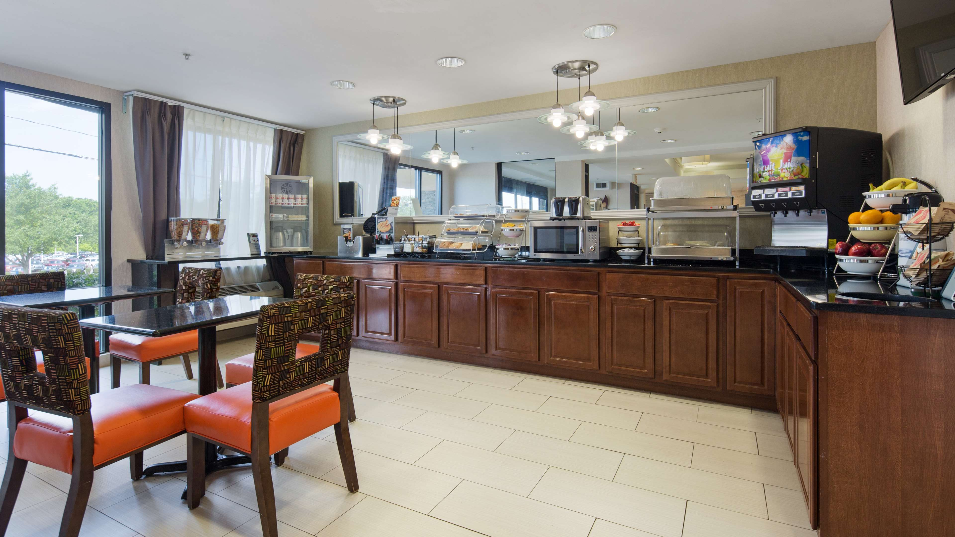 Best Western Plus Huntersville Inn & Suites Near Lake Norman image 13