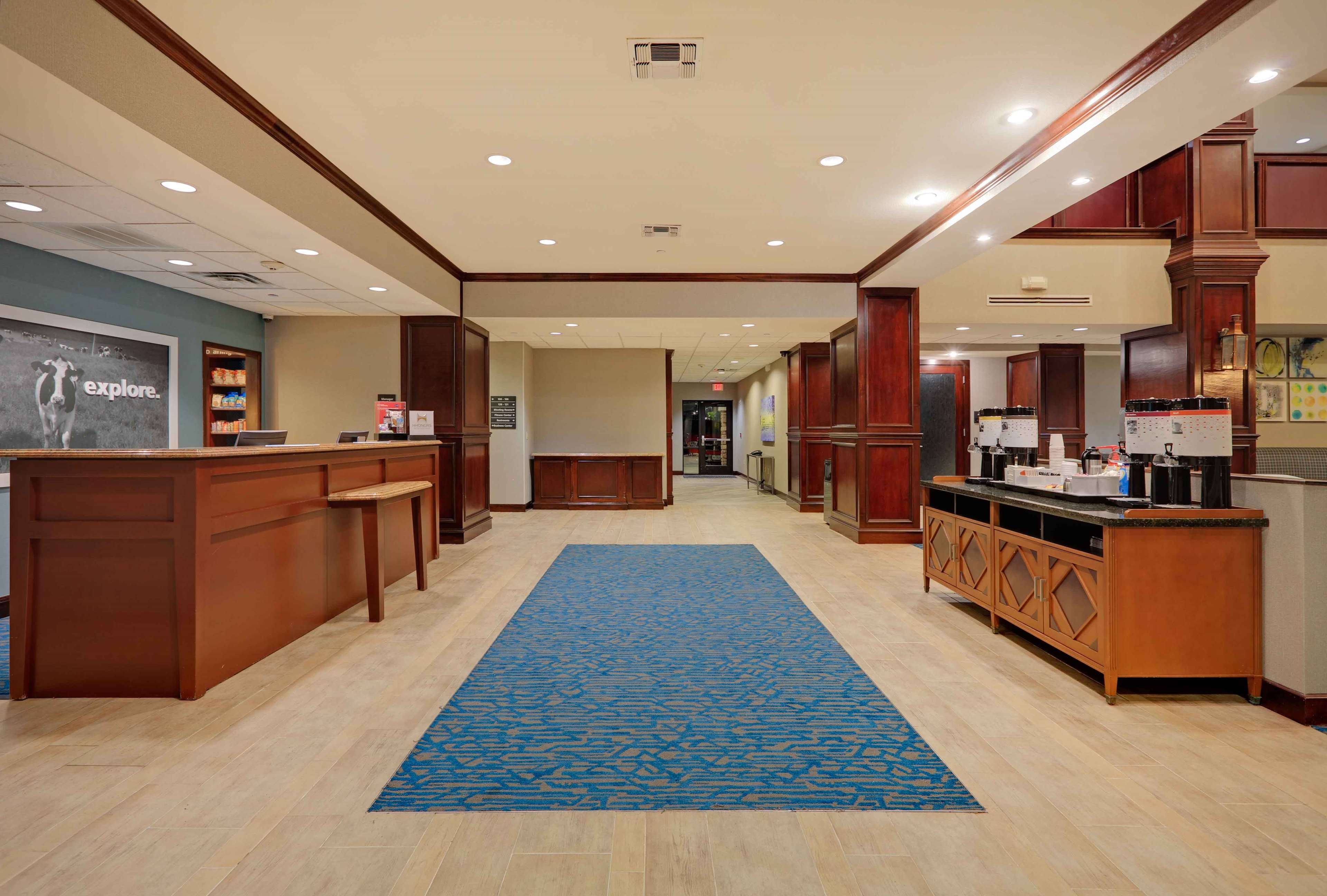 Hampton Inn & Suites Dallas-Arlington-South image 3