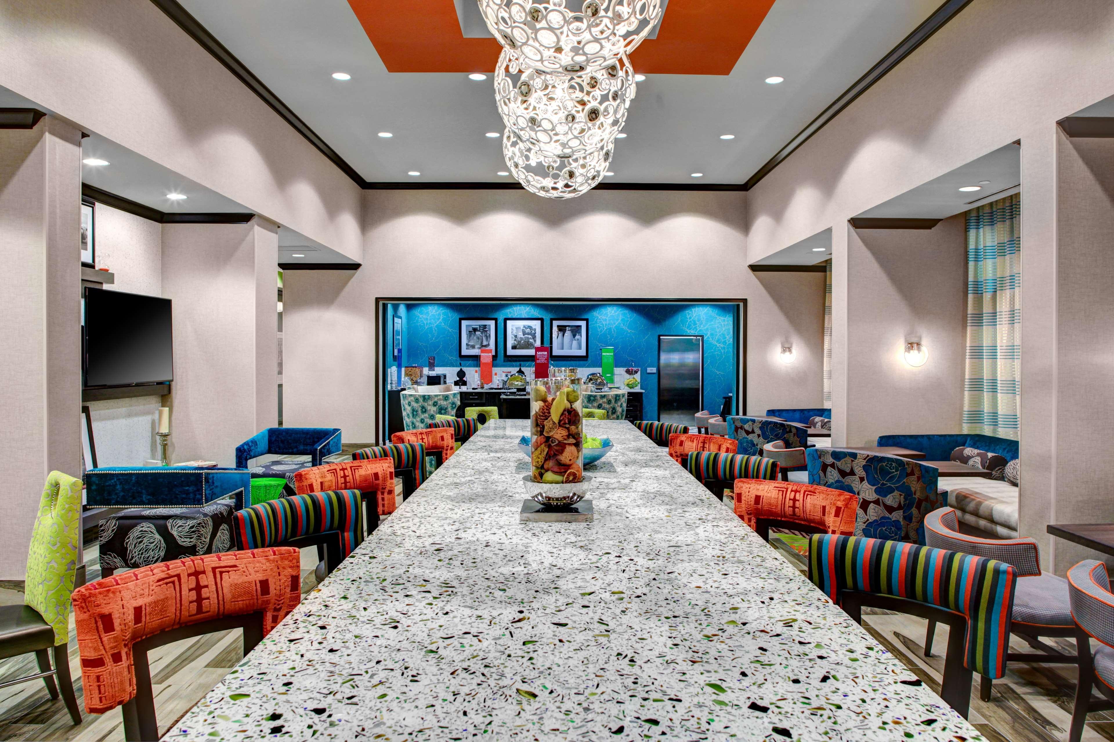 Hampton Inn & Suites by Hilton Atlanta Perimeter Dunwoody image 7