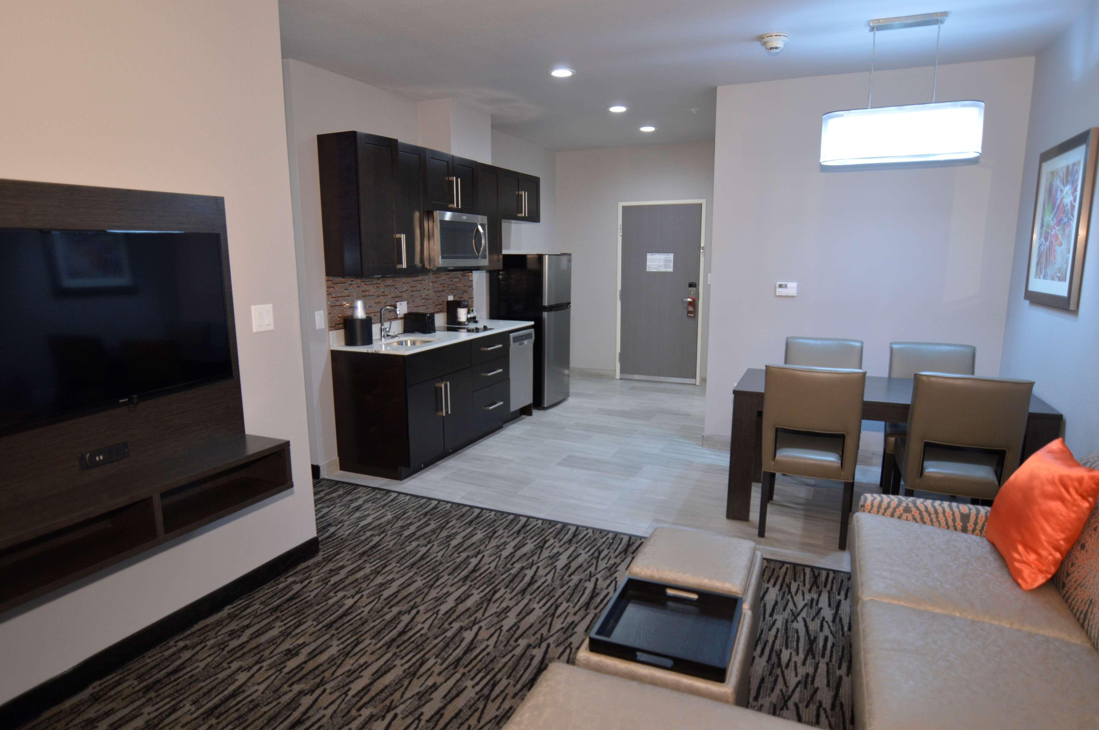 Best Western Plus Executive Residency Baytown image 26
