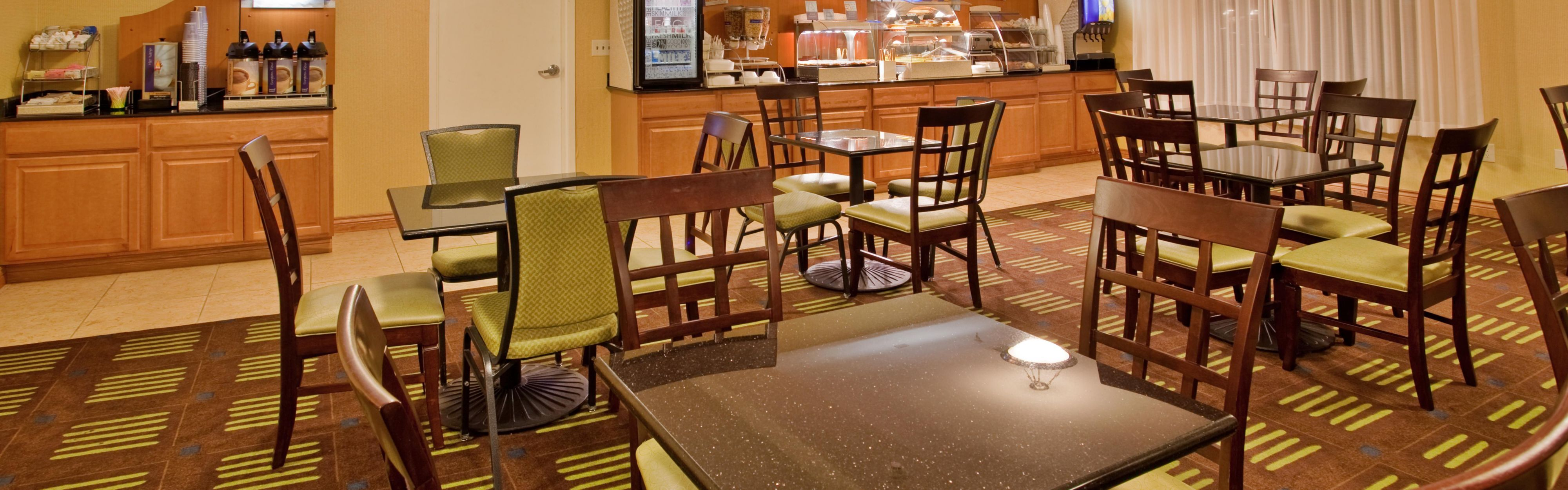 Holiday Inn Express & Suites Kansas City Sport Complex Area image 3