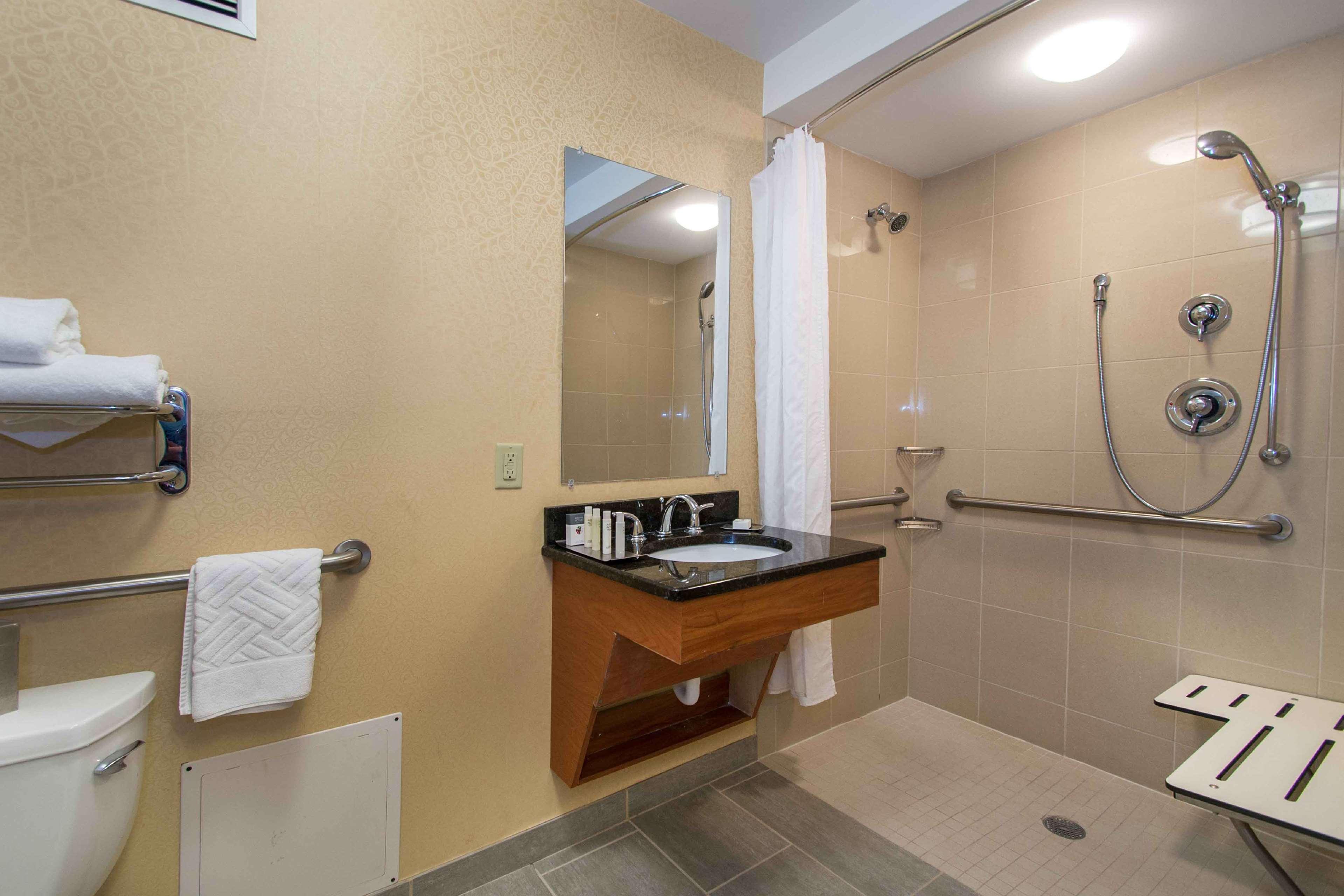 DoubleTree by Hilton Hotel Cleveland East Beachwood image 27
