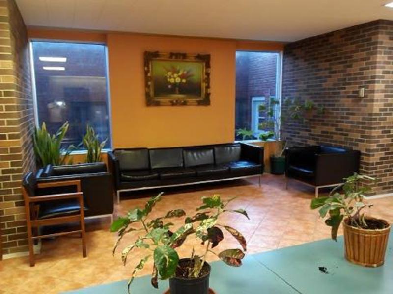 A 1 Clinique Chinoise D'Acupuncture Massothérapie et Herbologie De Montréal à Montréal: waiting area