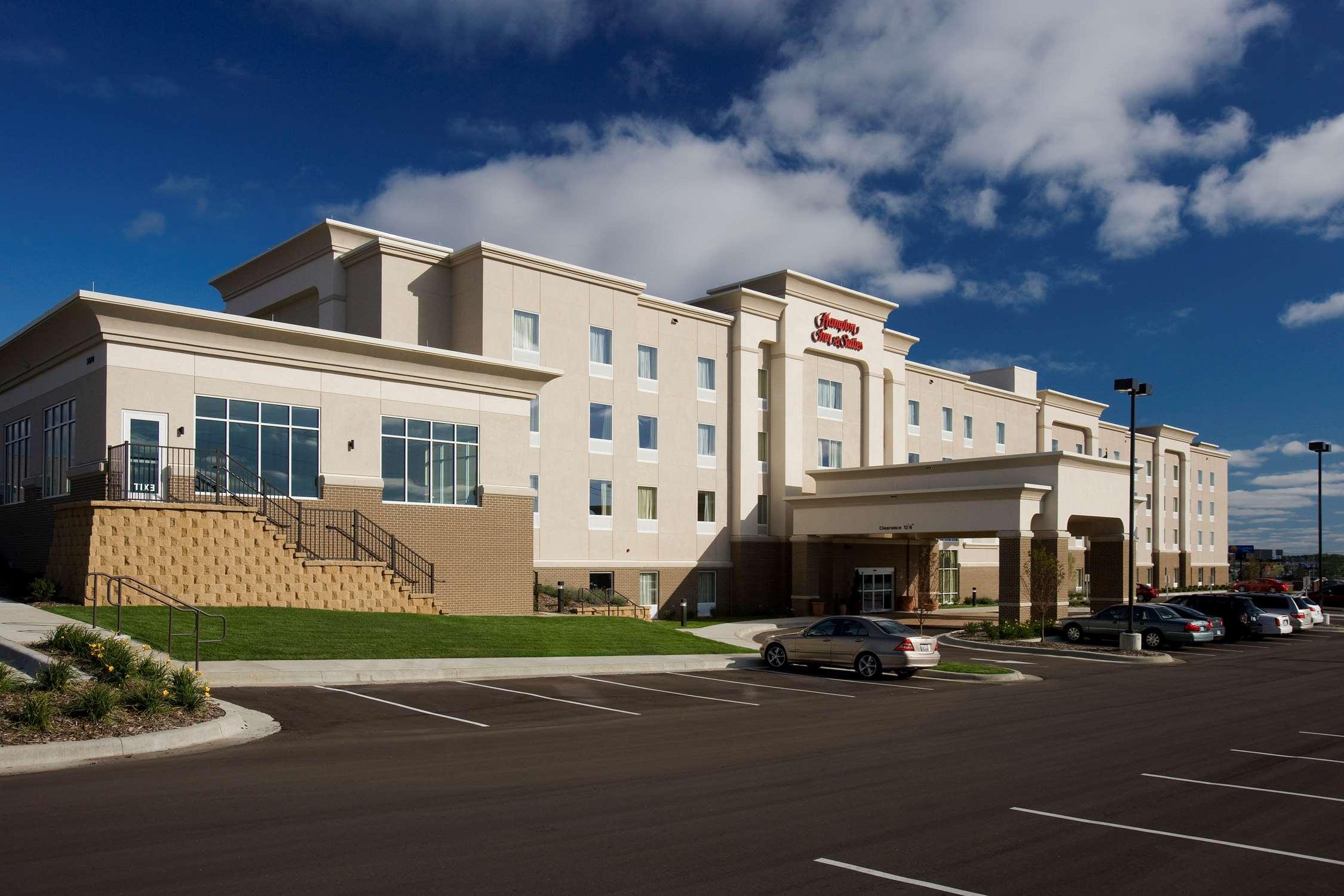 Hampton Inn & Suites Rochester-North image 1