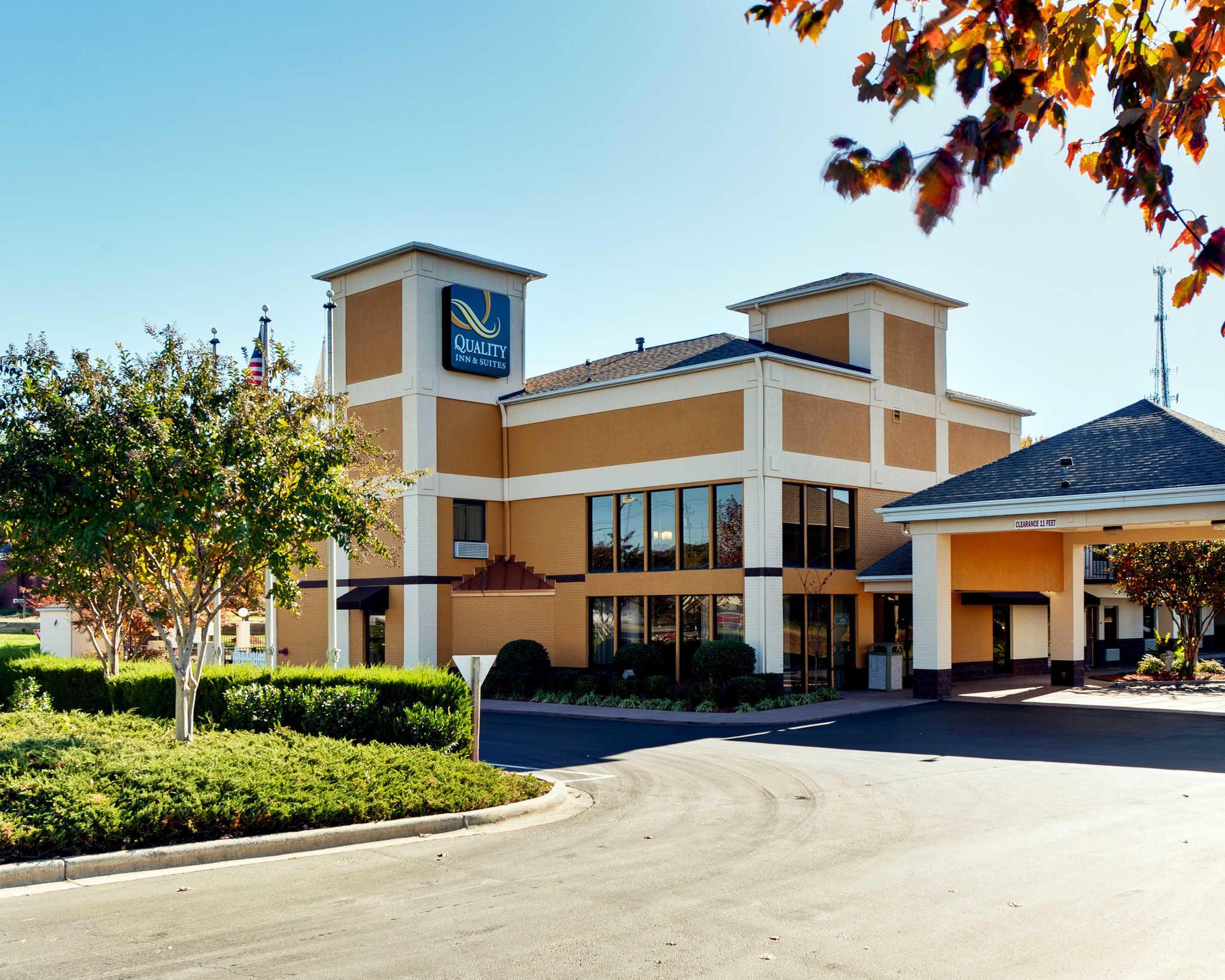 Quality Inn & Suites Matthews - Charlotte image 0