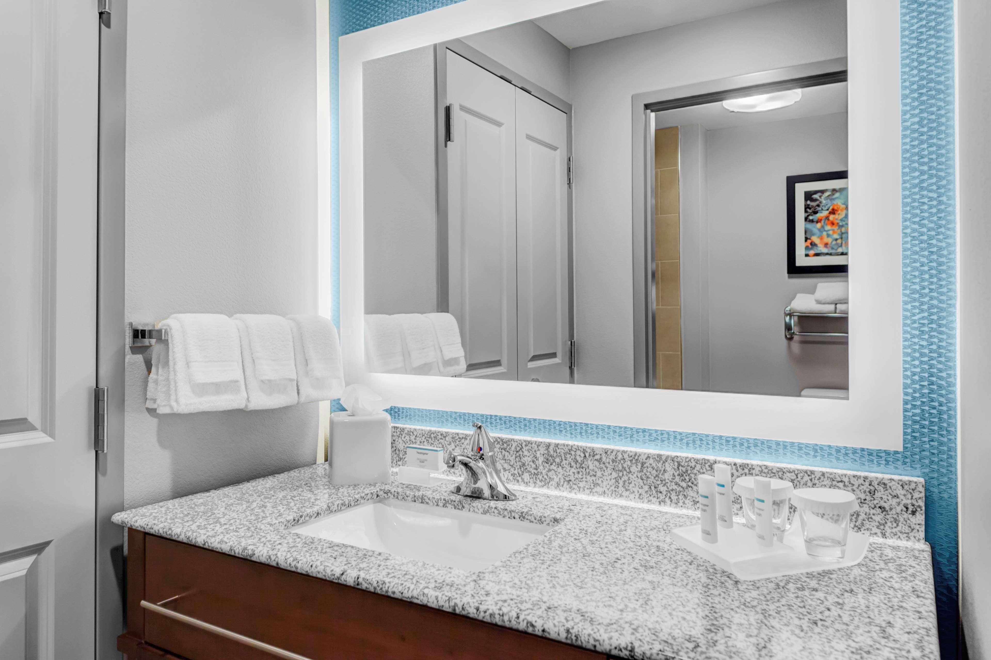 Homewood Suites by Hilton Wauwatosa Milwaukee image 19
