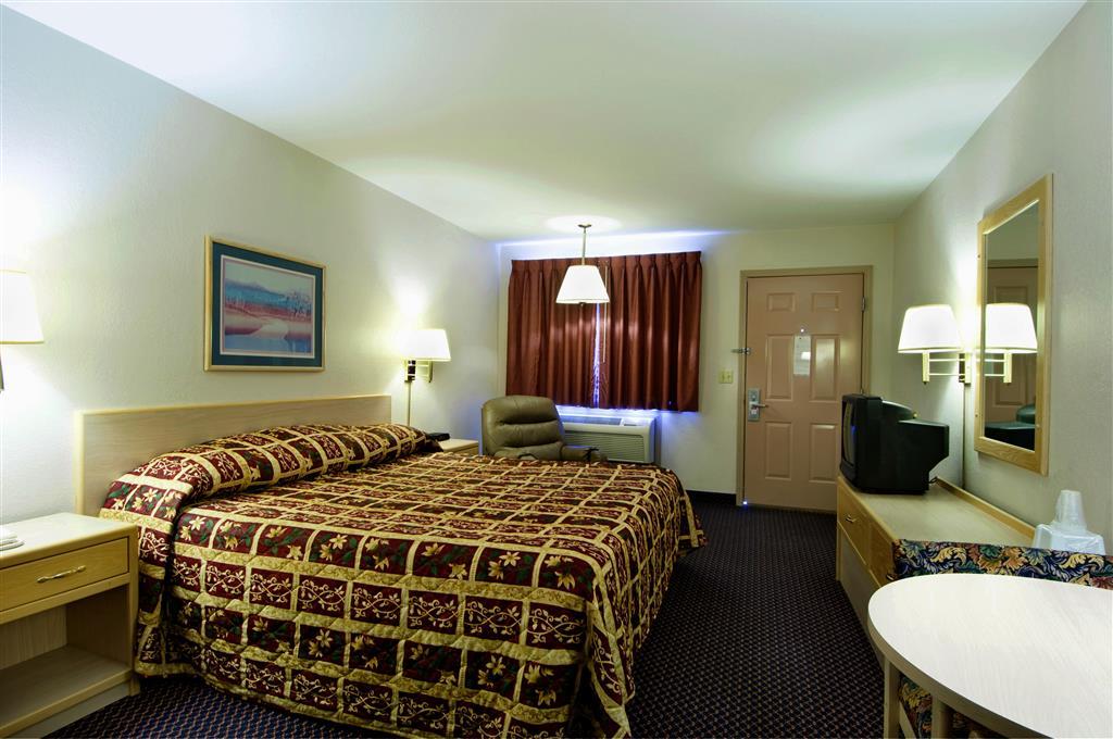 Americas Best Value Inn - Garden City image 4