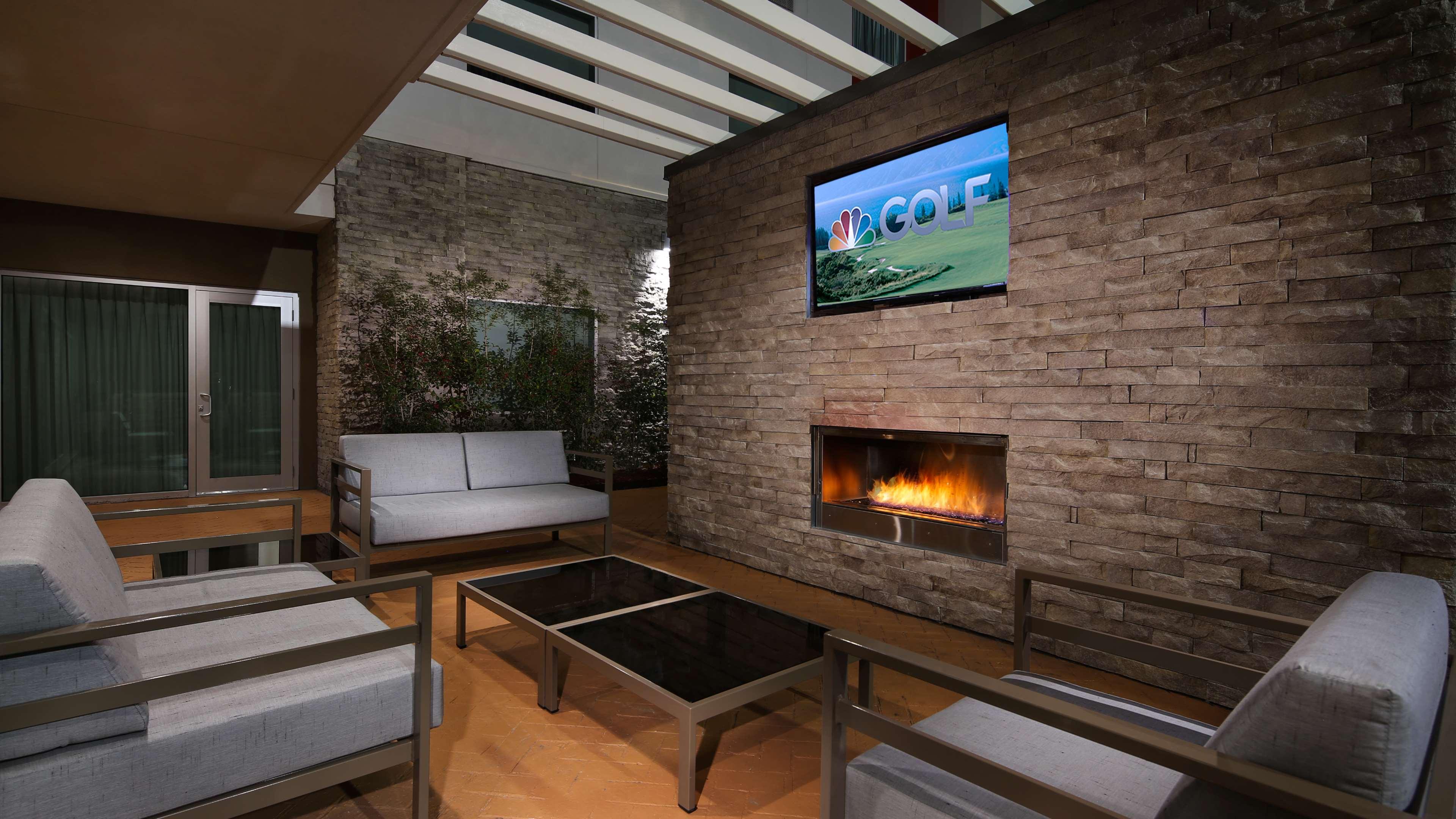Best Western Plus Executive Residency Baytown image 6