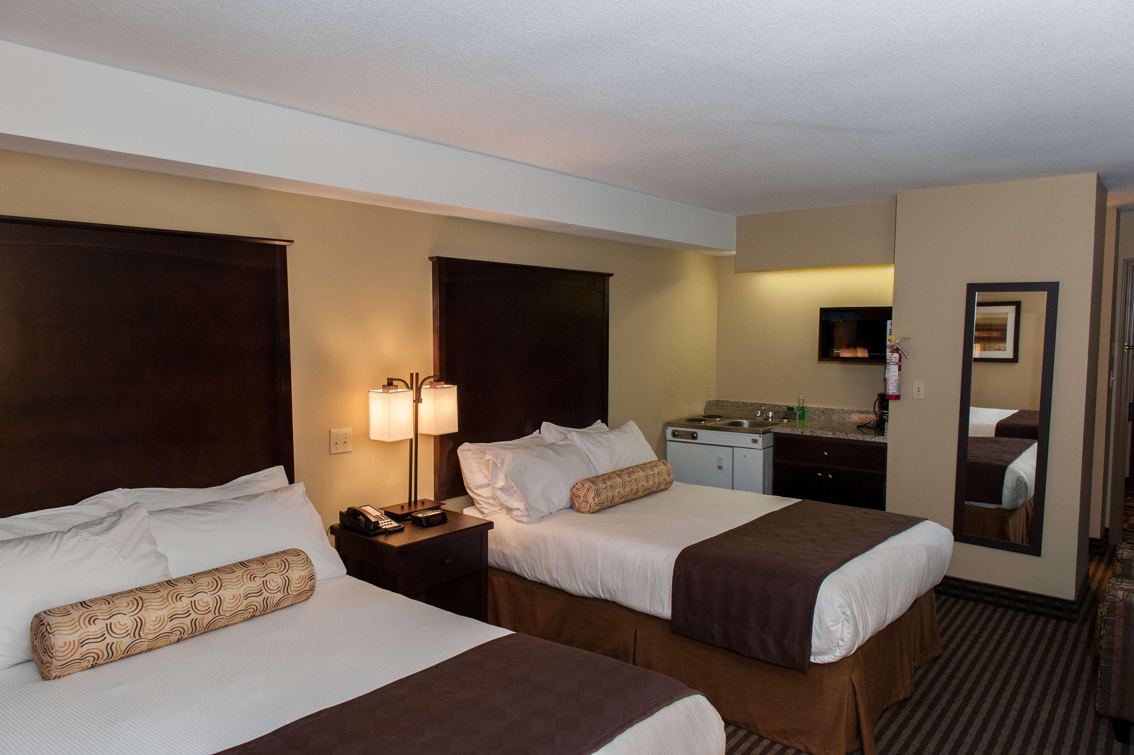 Best Western Maple Ridge Hotel in Maple Ridge: Double Bedded Room with Kitchenette