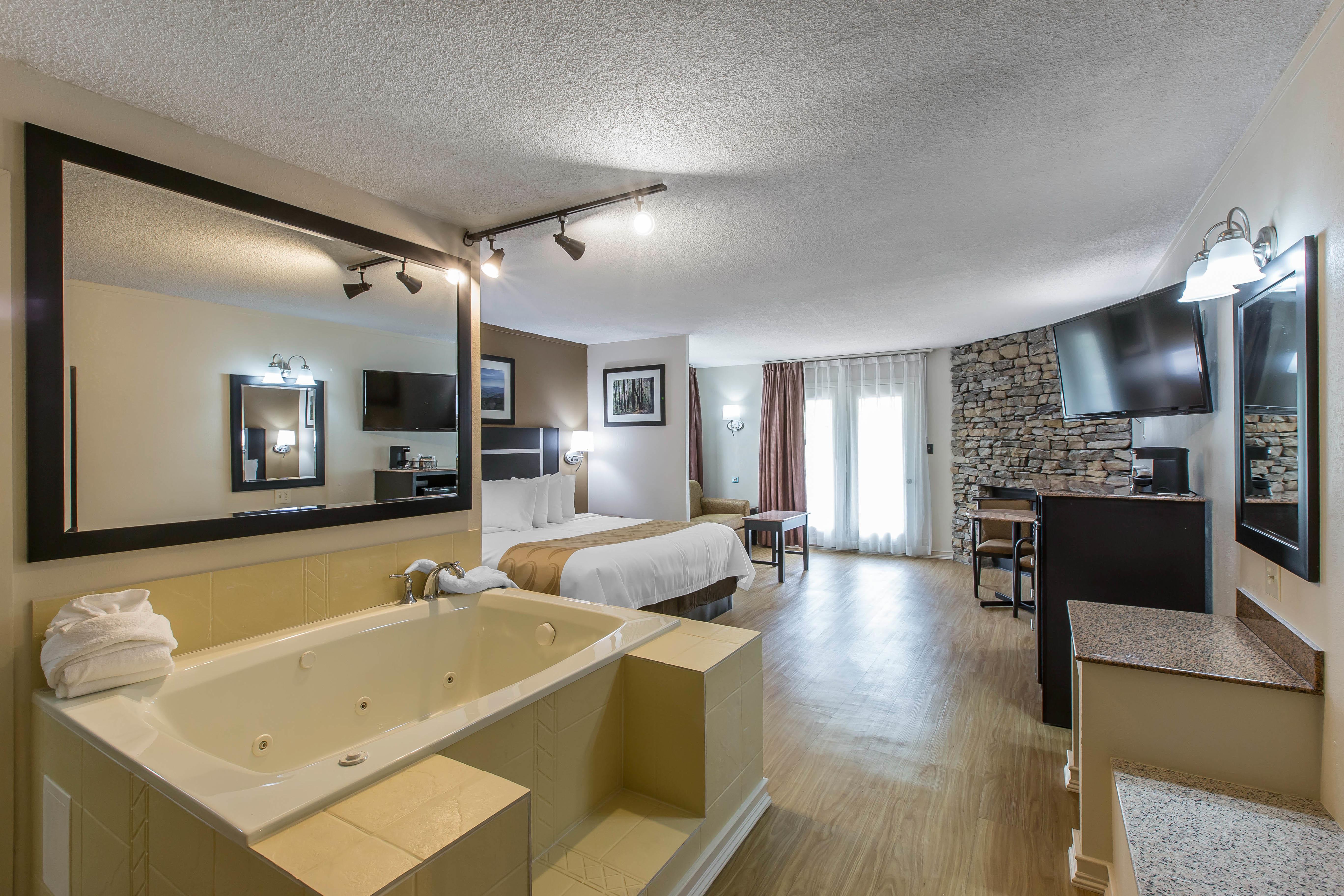 Quality Inn Suites At 401 Hemlock St Gatlinburg Tn On Fave