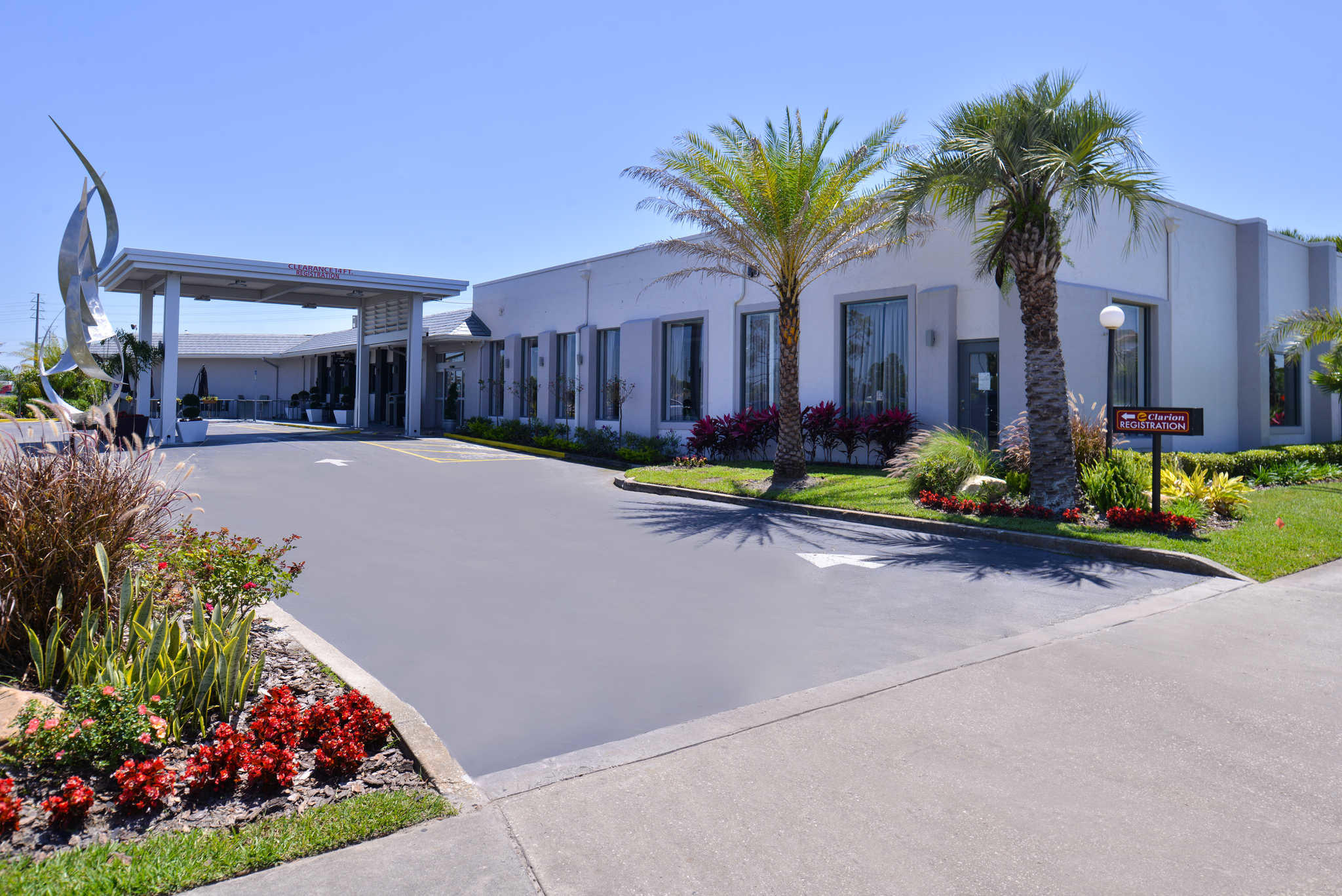 Clarion Inn & Suites Orlando near Theme Parks image 1