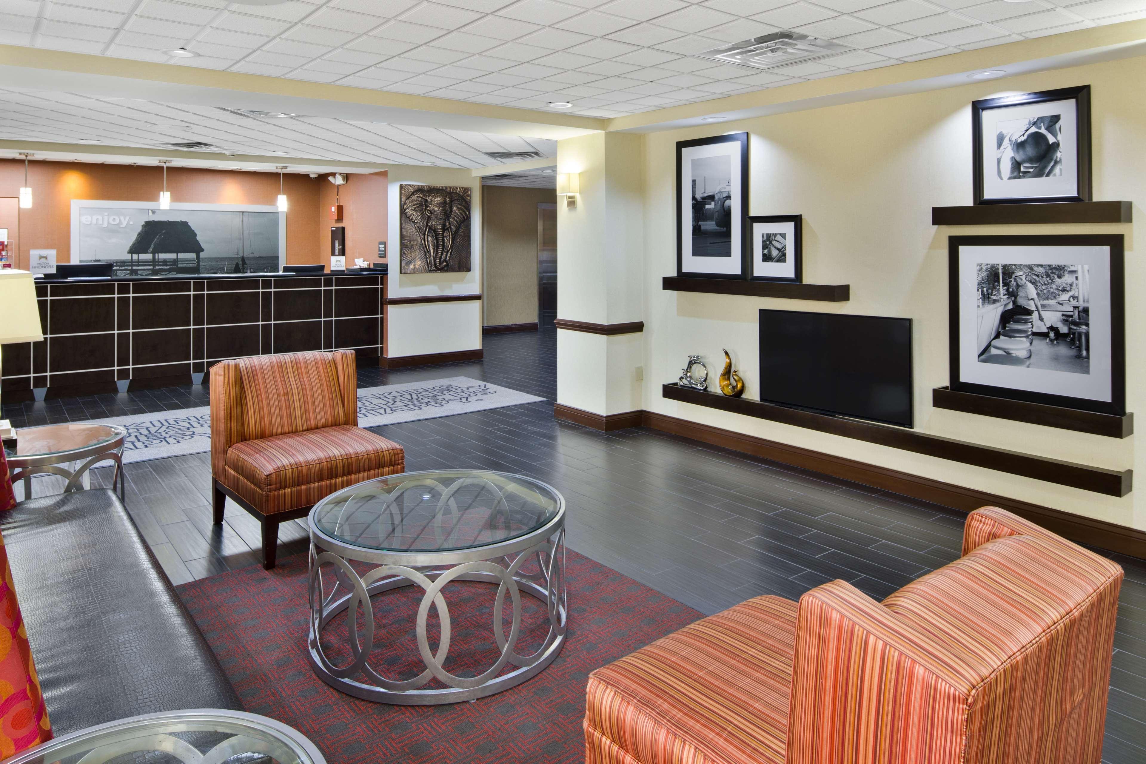 Hampton Inn Hinesville image 4