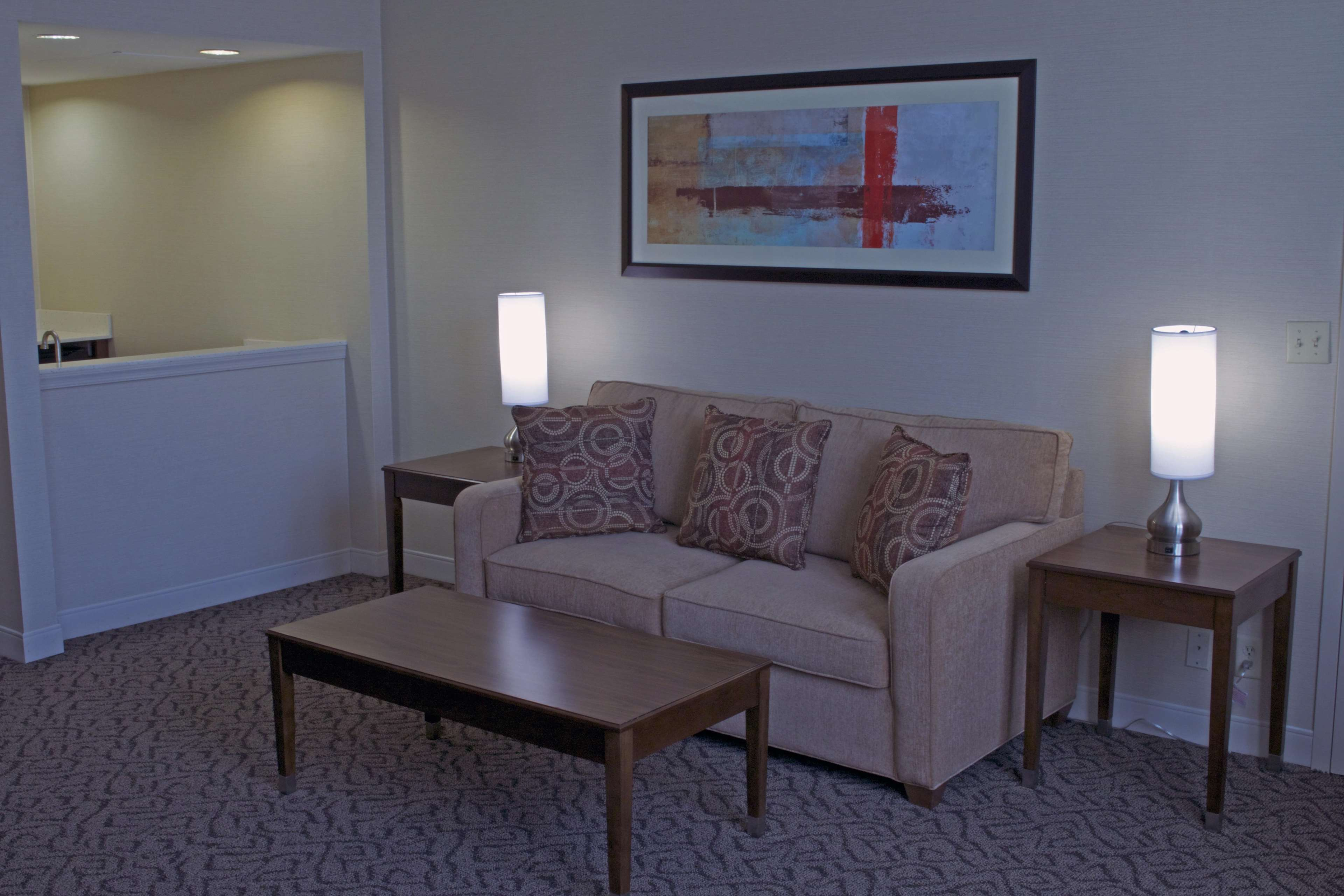 DoubleTree by Hilton Hotel Norfolk Airport image 9