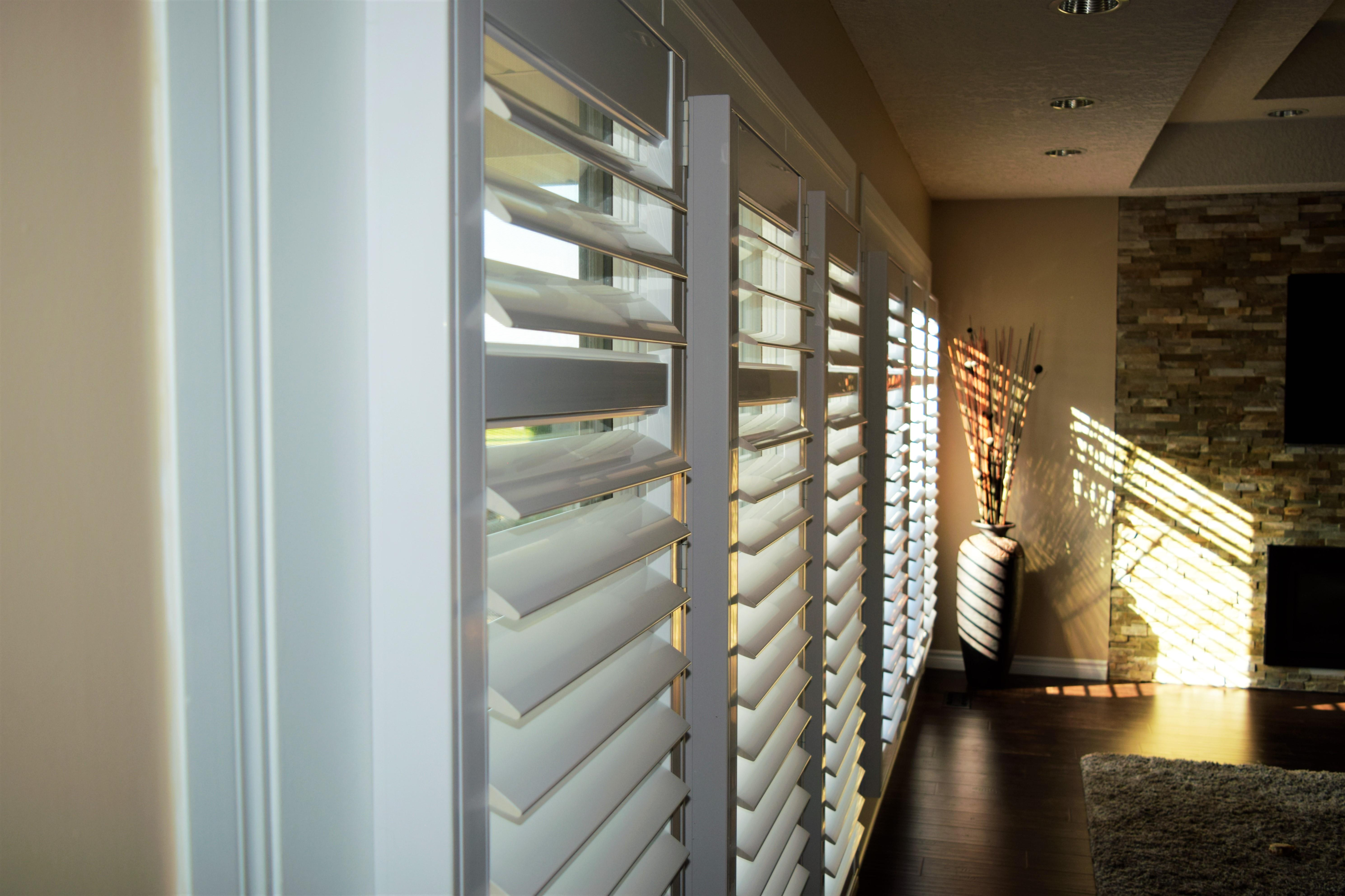 Budget Blinds à Waterloo: One of our favourite solutions for doors is to use a framed California shutters. Shutters are one of the few options that don't rattle and clang as the doors swing open and closed. You can see in this image how you can control and play with how the light enters the room. Conestogo.