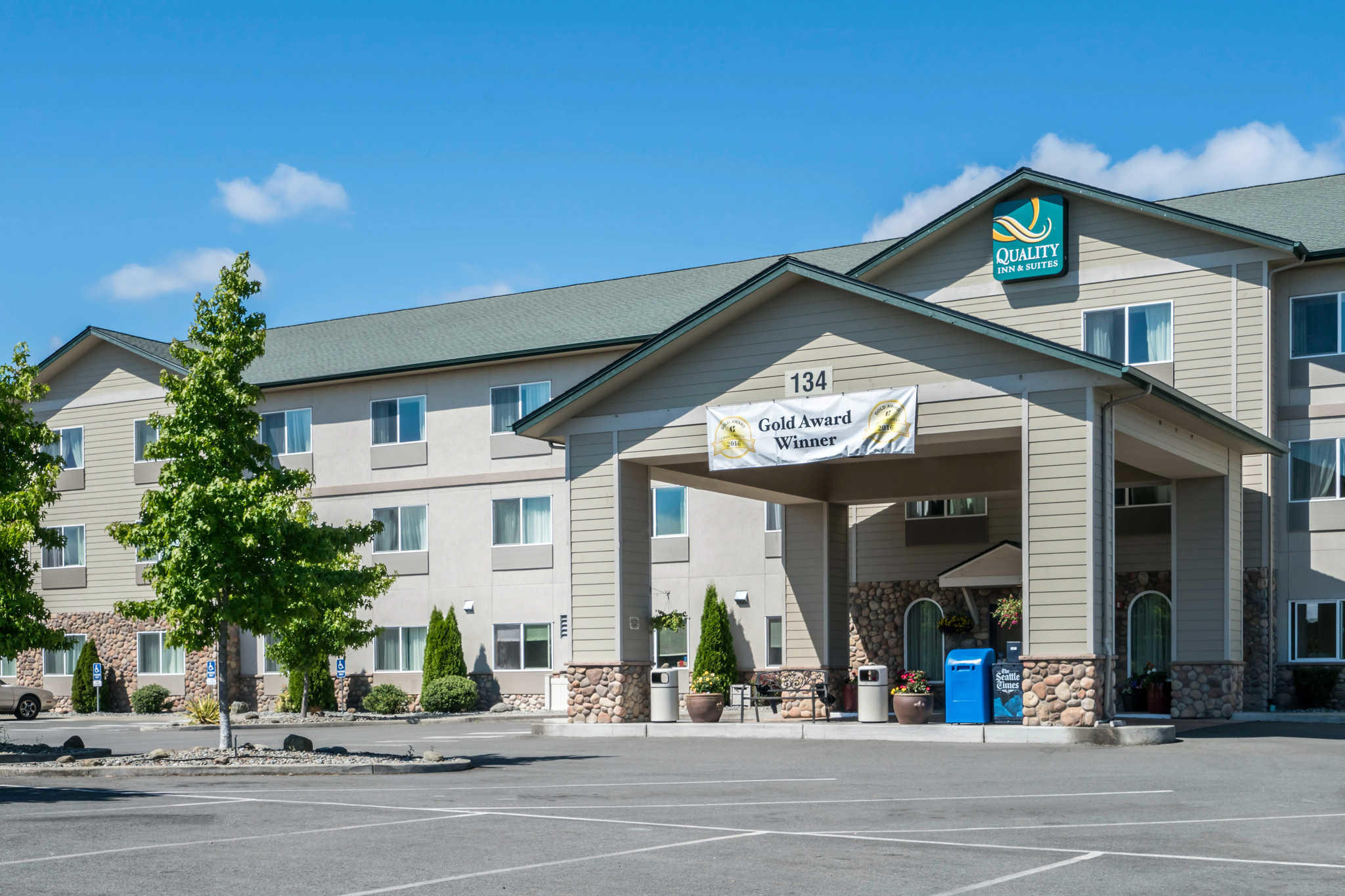 Quality Inn & Suites at Olympic National Park image 0